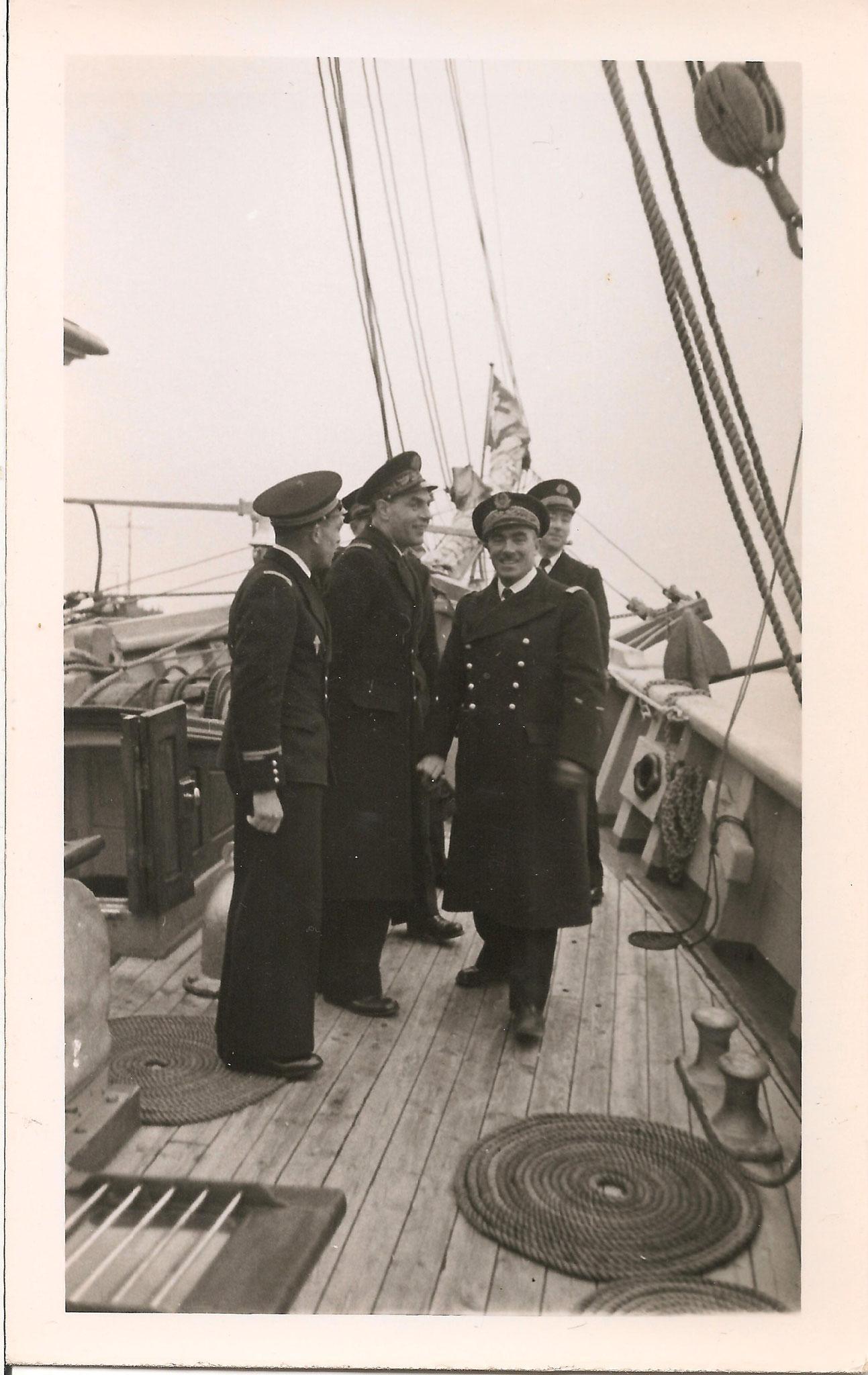 Visite des Amiraux Auboyneau et Lemonnier. G. Liard à gauche- Copyright Cédric Thomas
