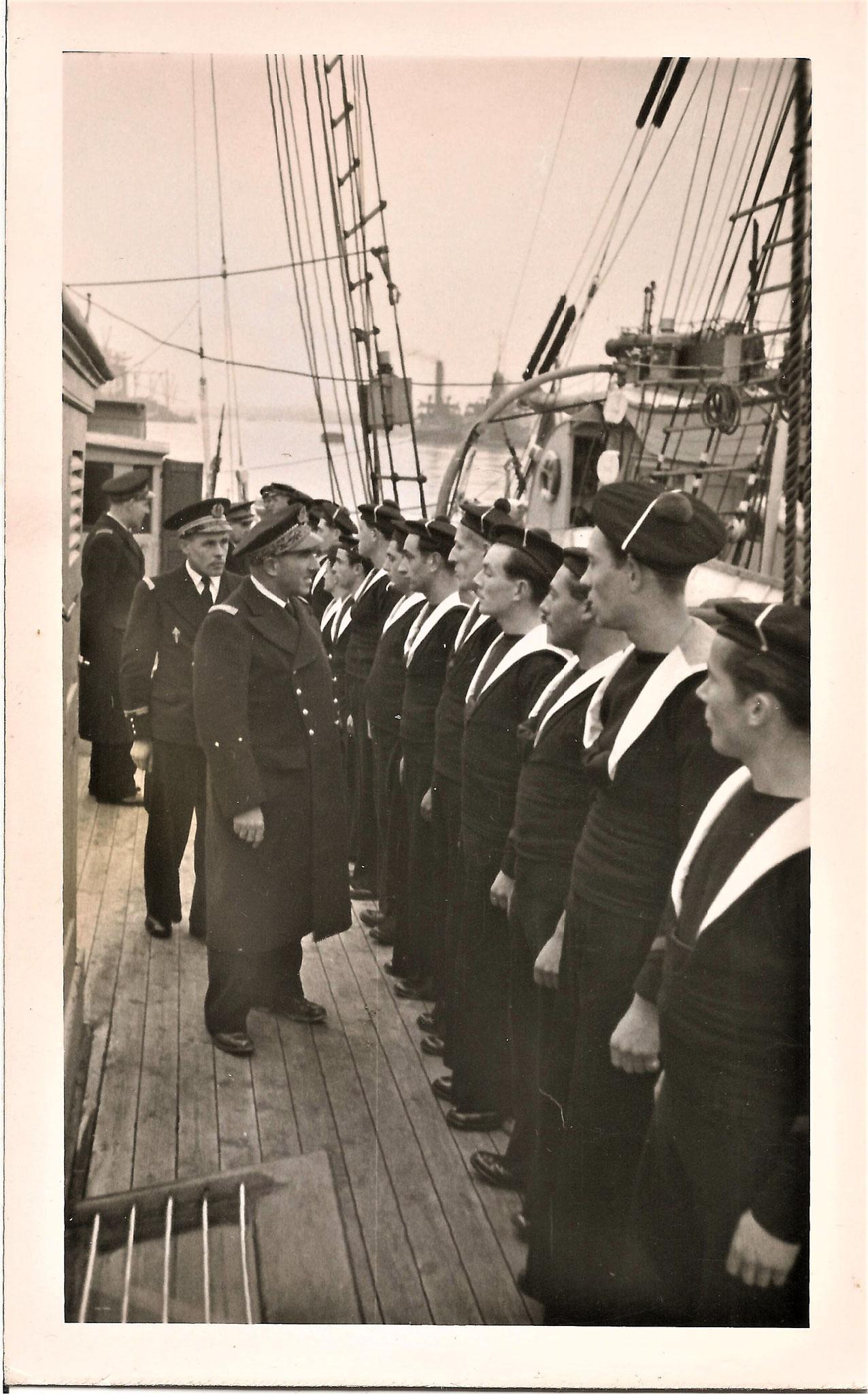 Visite des Amiraux Auboyneau et Lemonnier. G. Liard à gauche  - Copyright Cédric Thomas