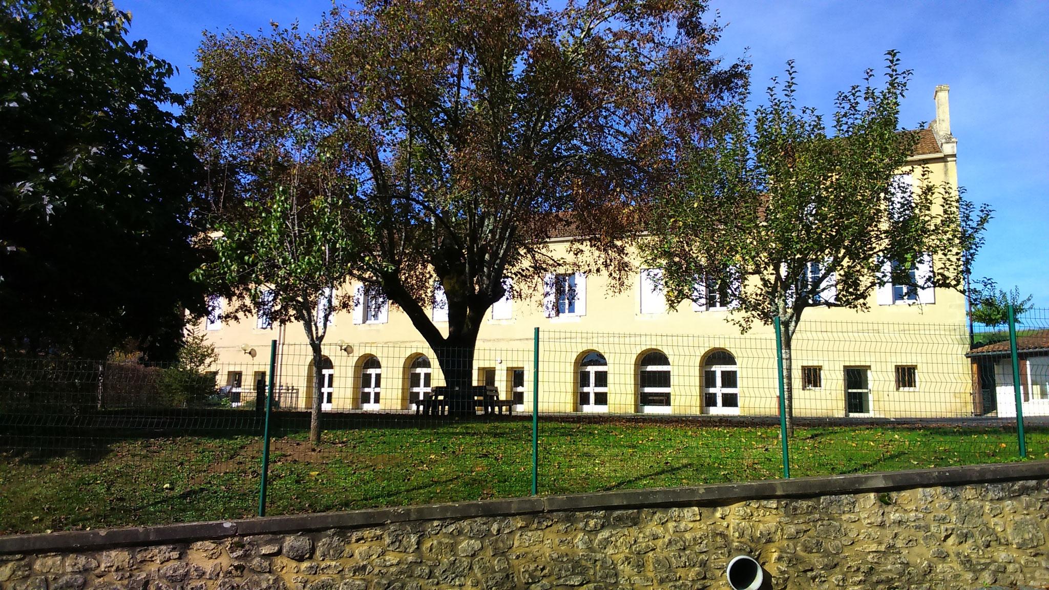 La Mairie et l'Ecole de Calès