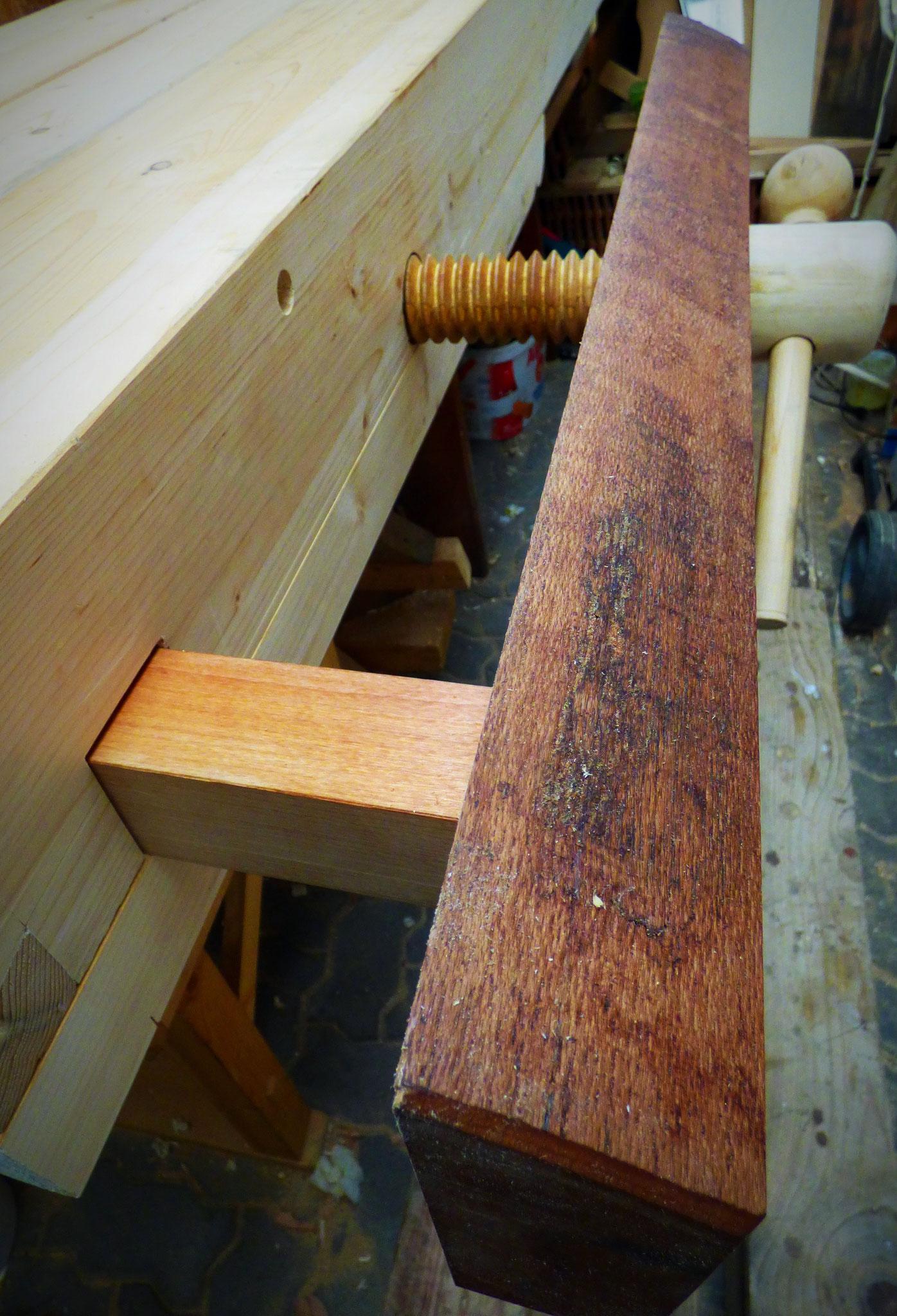 wood working bench vise, face vice, Vorderzange, broche filetée en bois pour étau de charpentier, husillo roscado de madera para vicio de carpintero