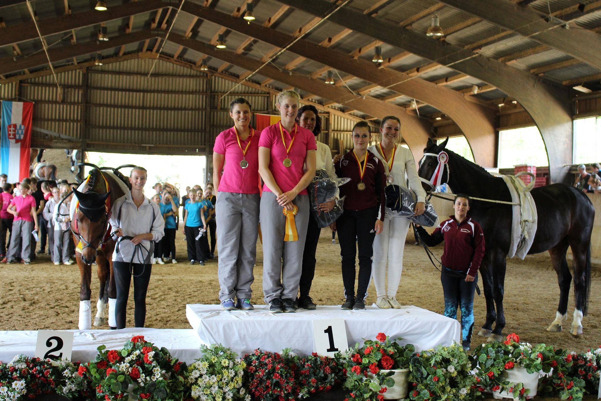 Schwäbische Meisterin Senior-Einzel: 1. Chiara Hilverkus, 2. Sarah Hartung, 3. Anna Neumann
