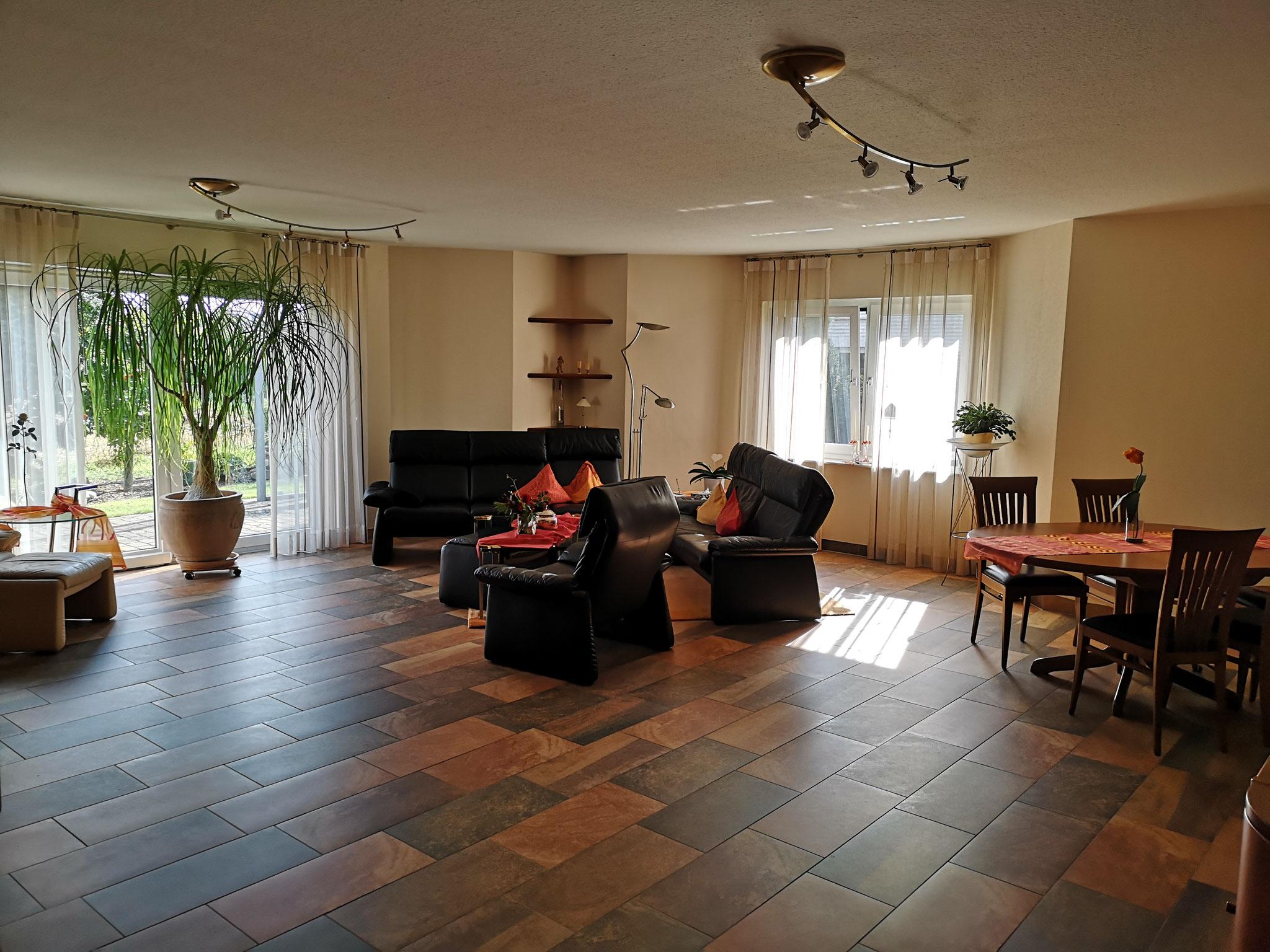 Hier kam kein Weitwinkelobjektiv zum Einsatz - das Wohnzimmer ist so groß!