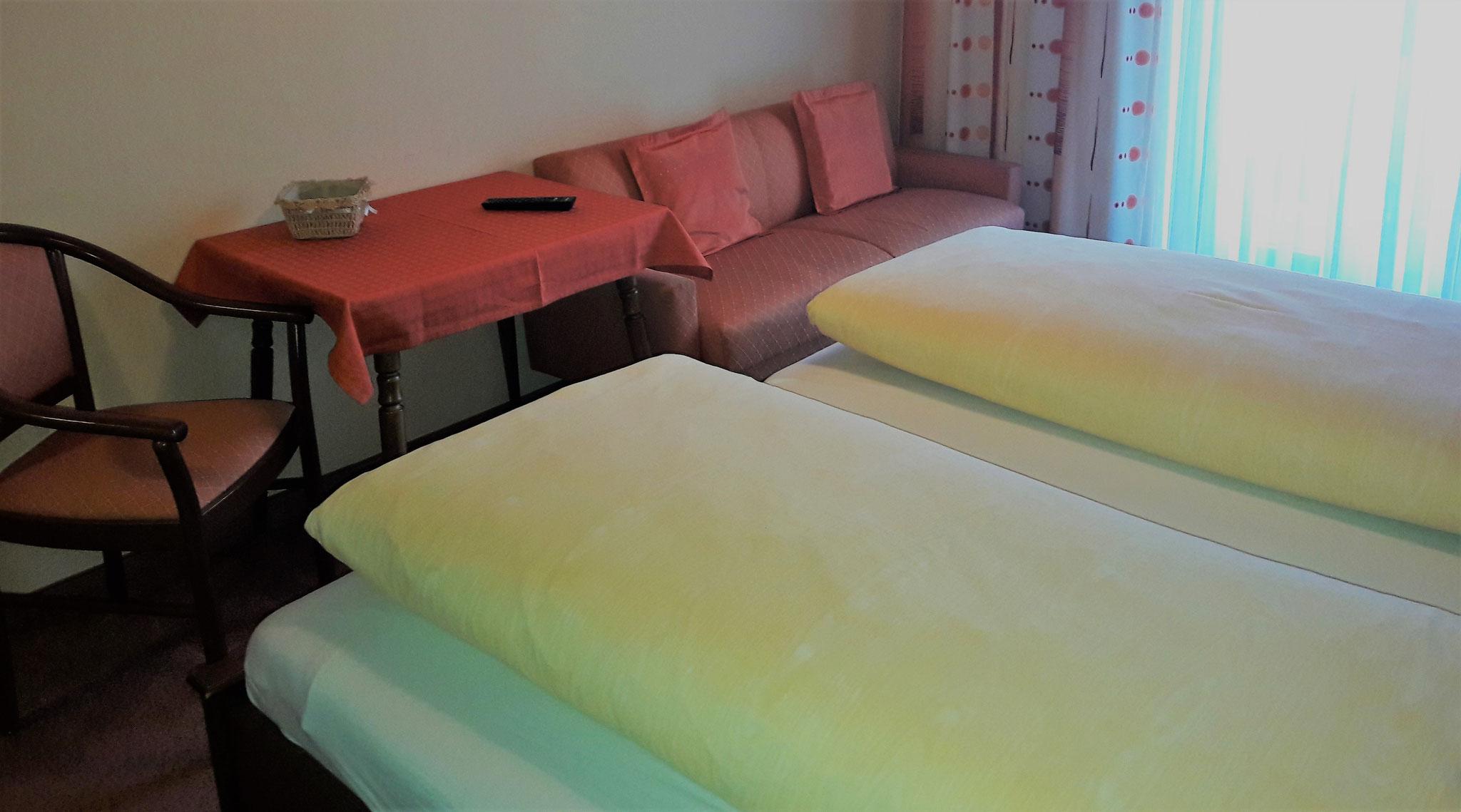 Doppelbettzimmer mit Caoch