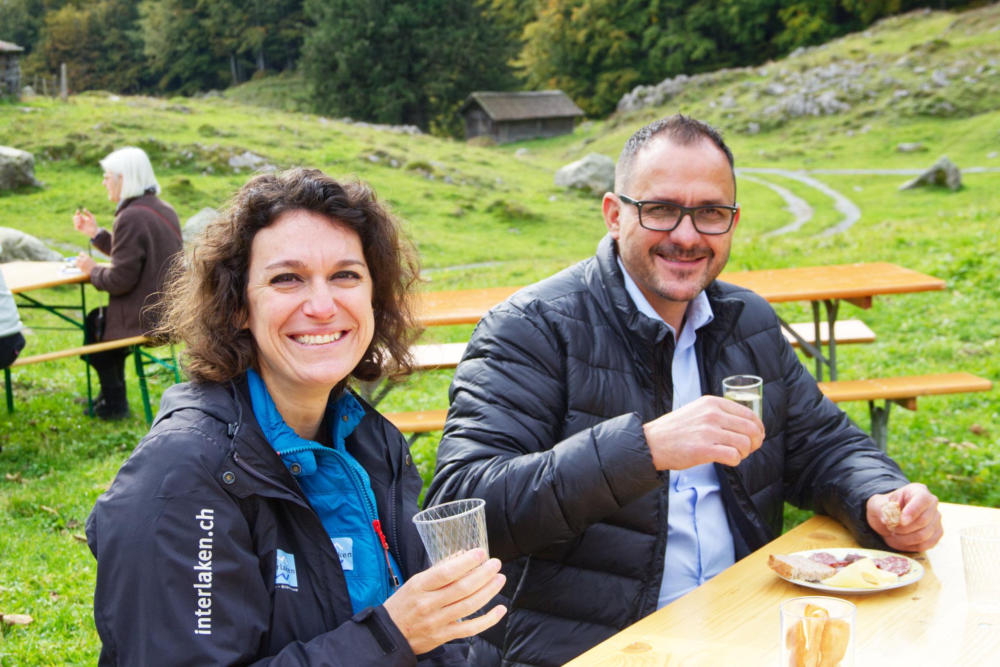 Antonietta Grosjean und Markus Bolliger von Interlaken Tourismus genossen die schöne Landschaft.