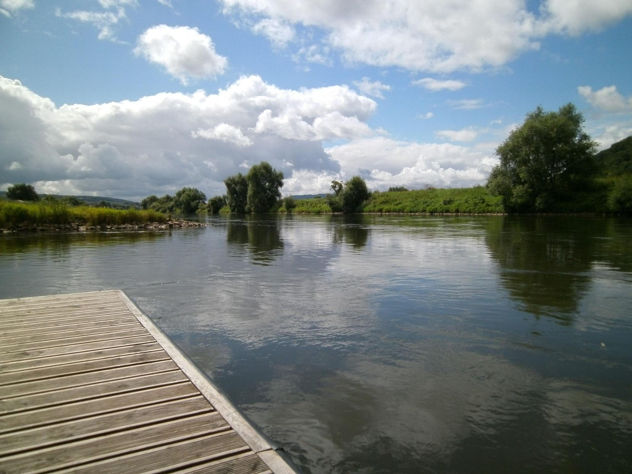 Bei Höxter, Plattform auf der Weser
