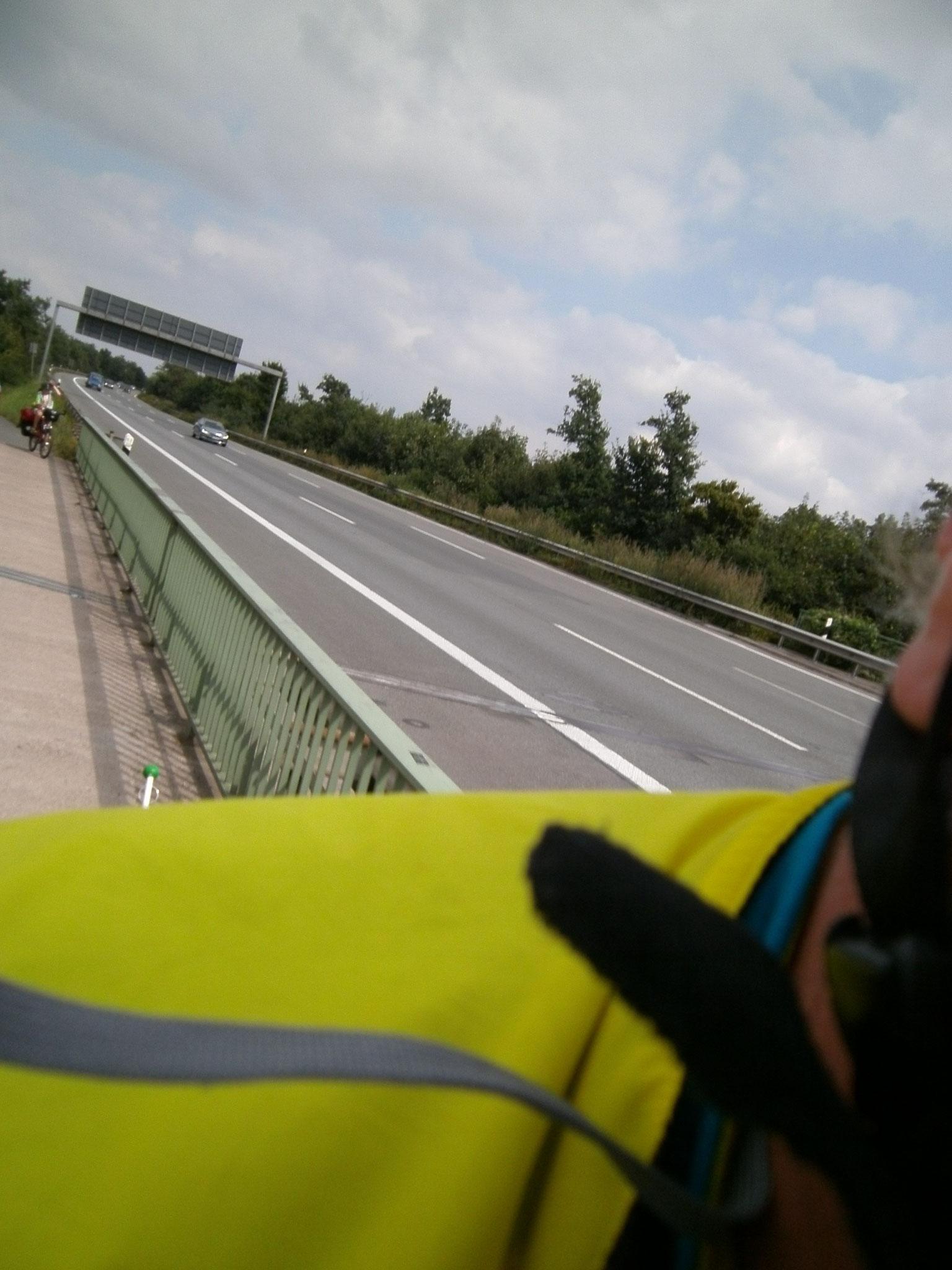 Verrückter Tourverlauf an der Autobahn entlang...