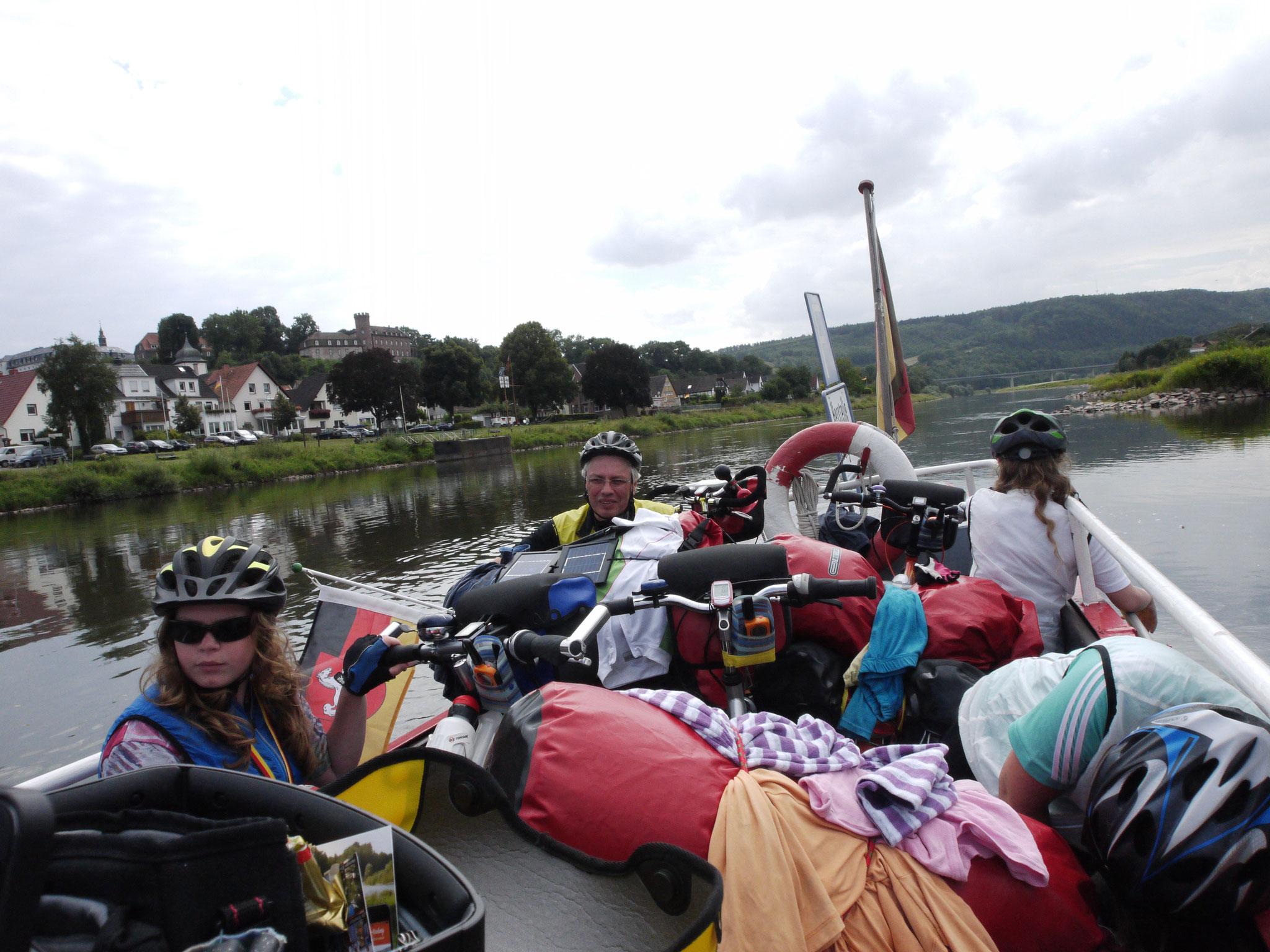 Auf einer klitzekleinen Fähre über die Weser