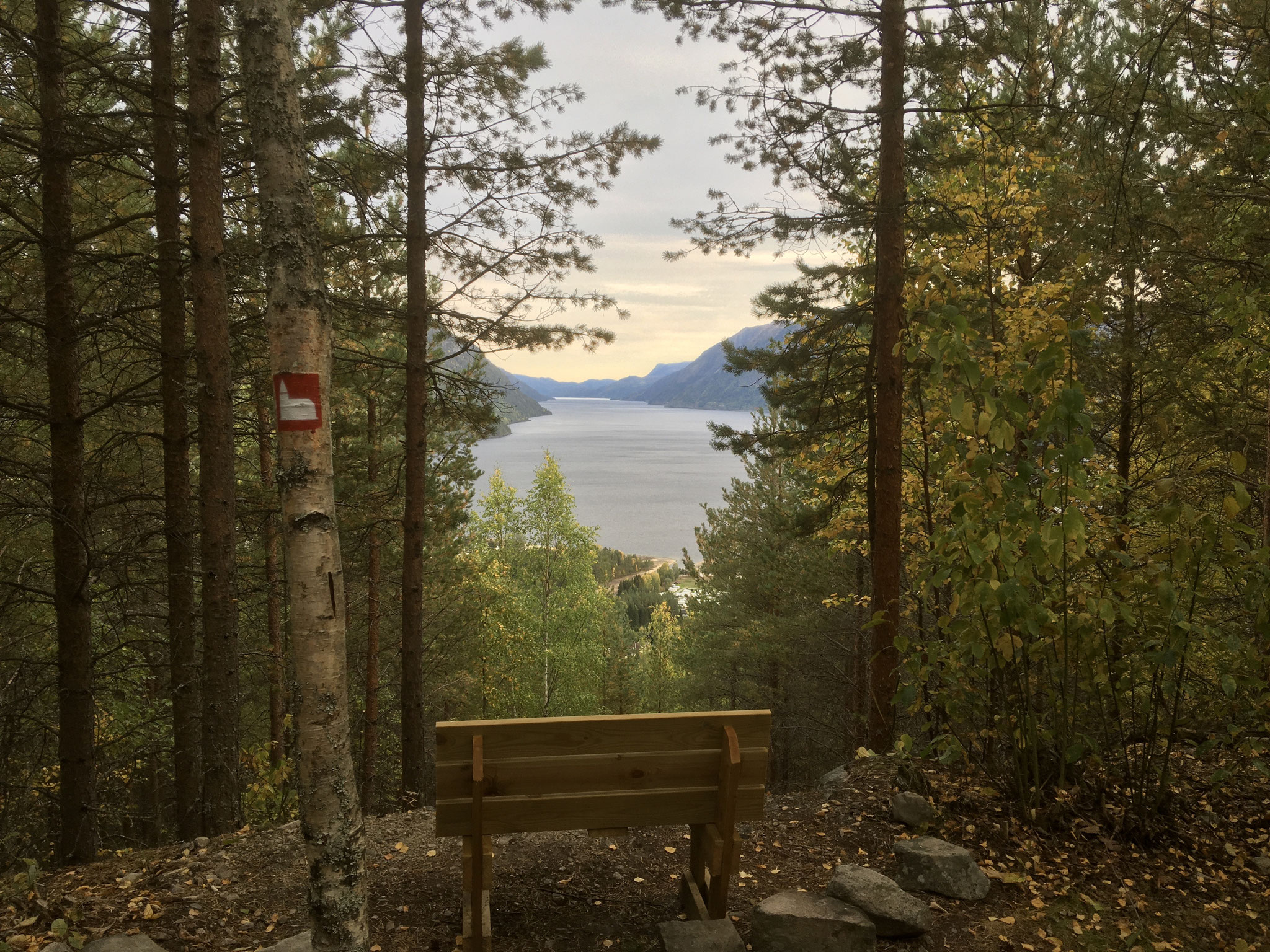 Immer wieder ergibt sich eine tolle Aussicht über den Tinnsjø