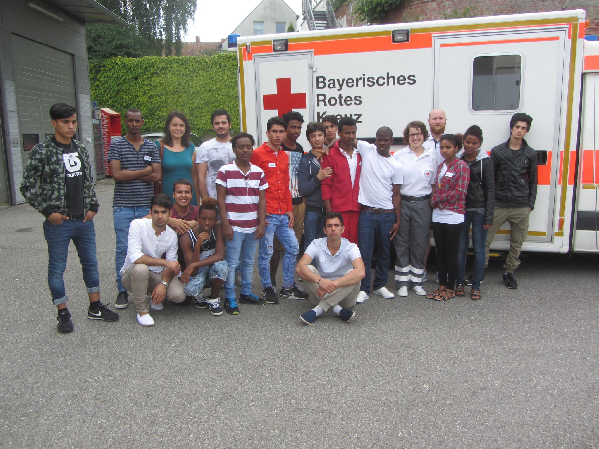 Am Ende erhalten alle 17 Jugendlichen ihr Erste-Hilfe-Zertifikat. Wir freuen uns auf den nächsten Kurs!