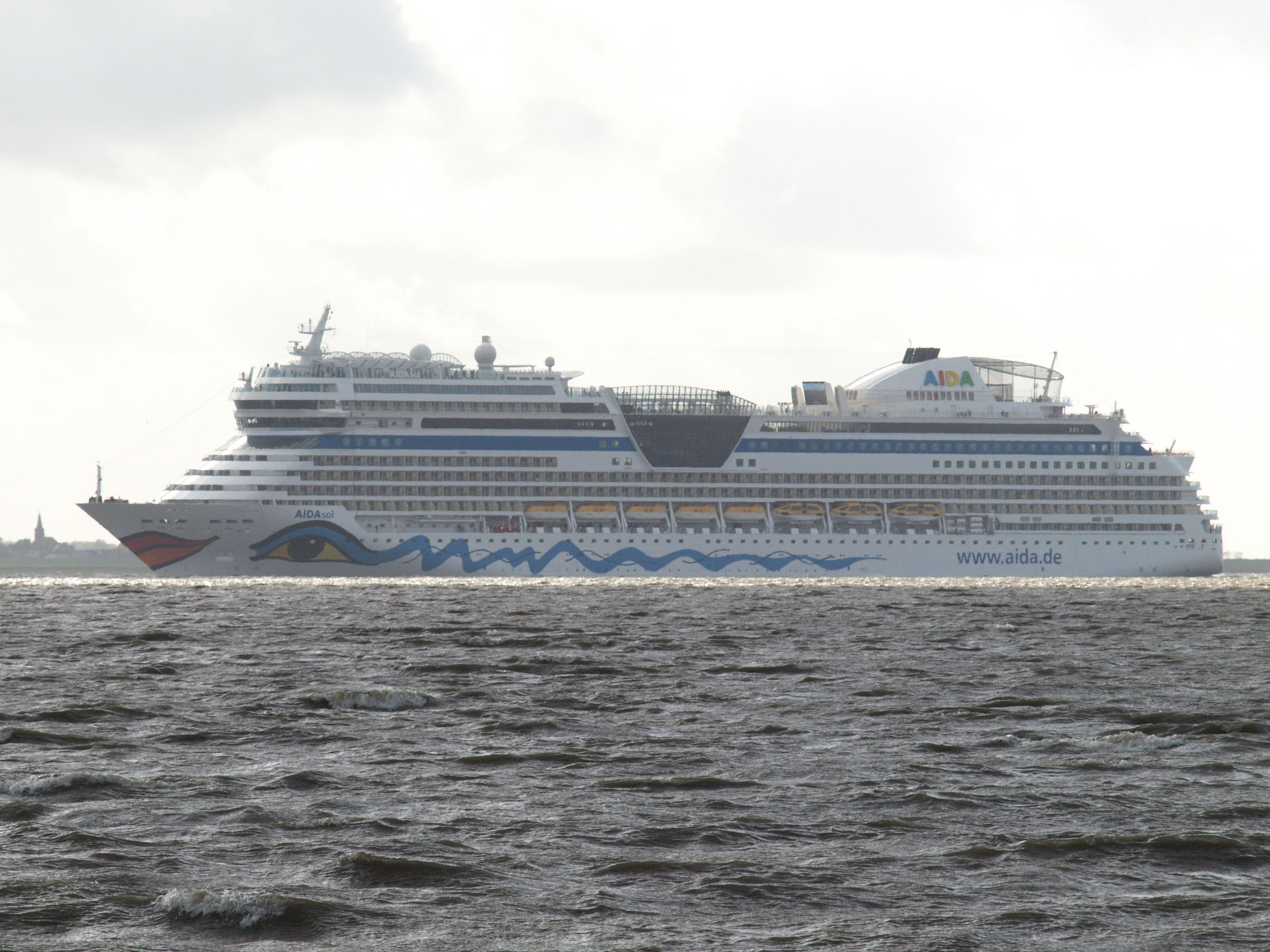 ...gefolgt vom Schwesterschiff Aida sol