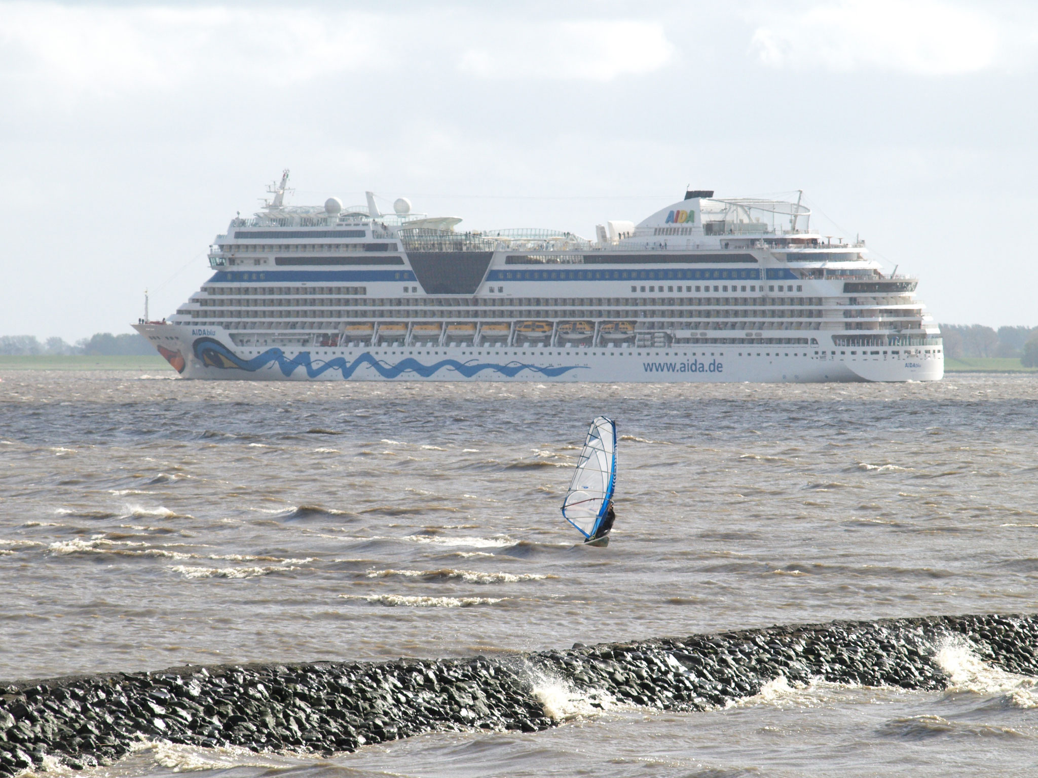 Aida blu auf dem Weg nach Hamburg,...