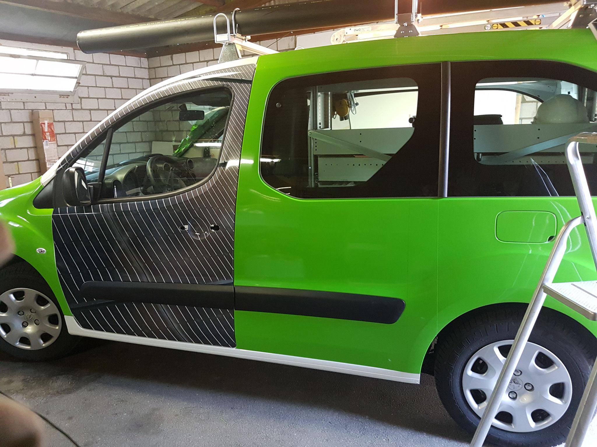 Digitaldruckfolie und grüne PVC Folie (Car-Wrap)