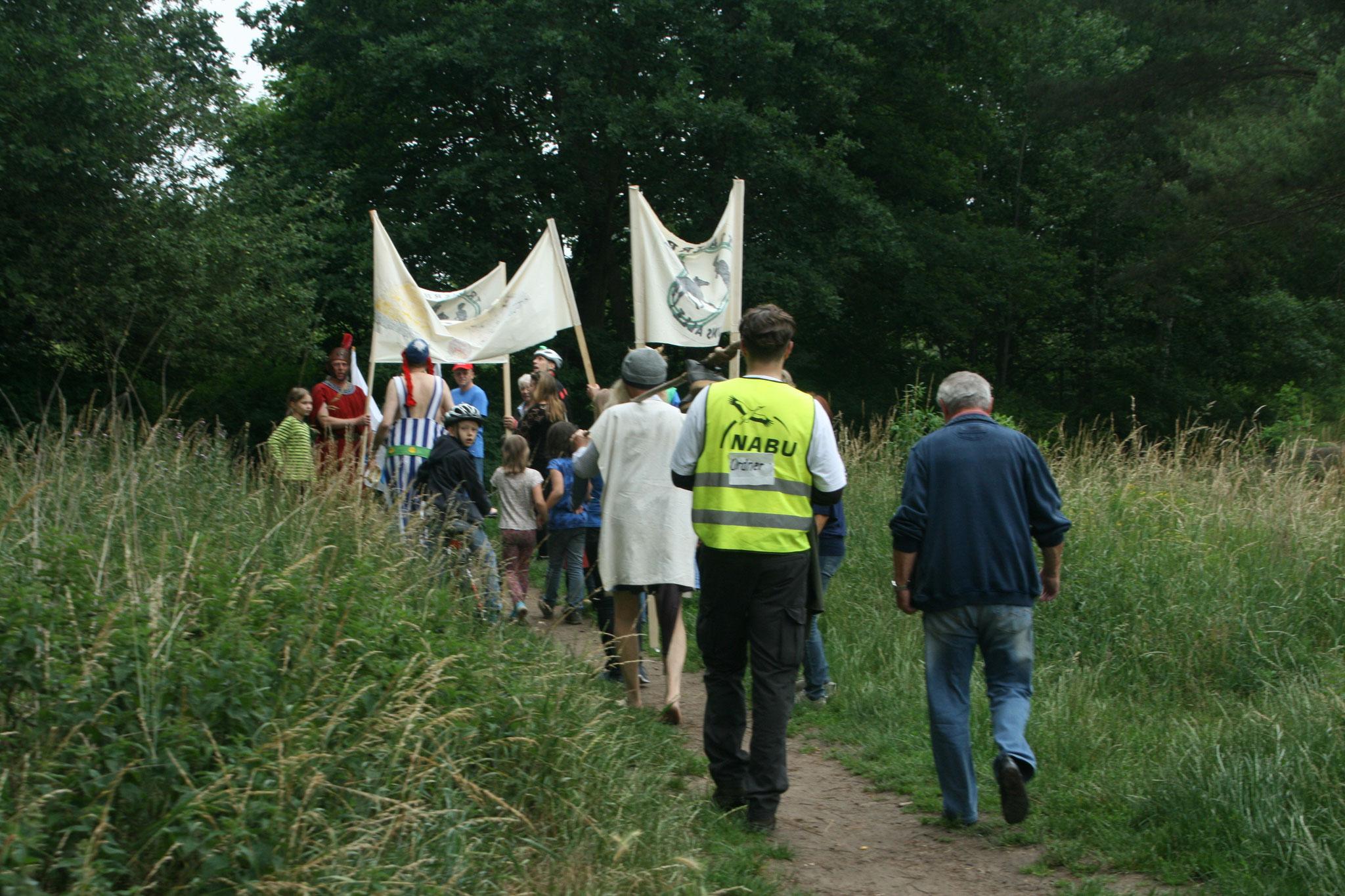 Besetzung der Trainierbahn durch den NABU und Abgeordnete eines Gallischen Dorfes