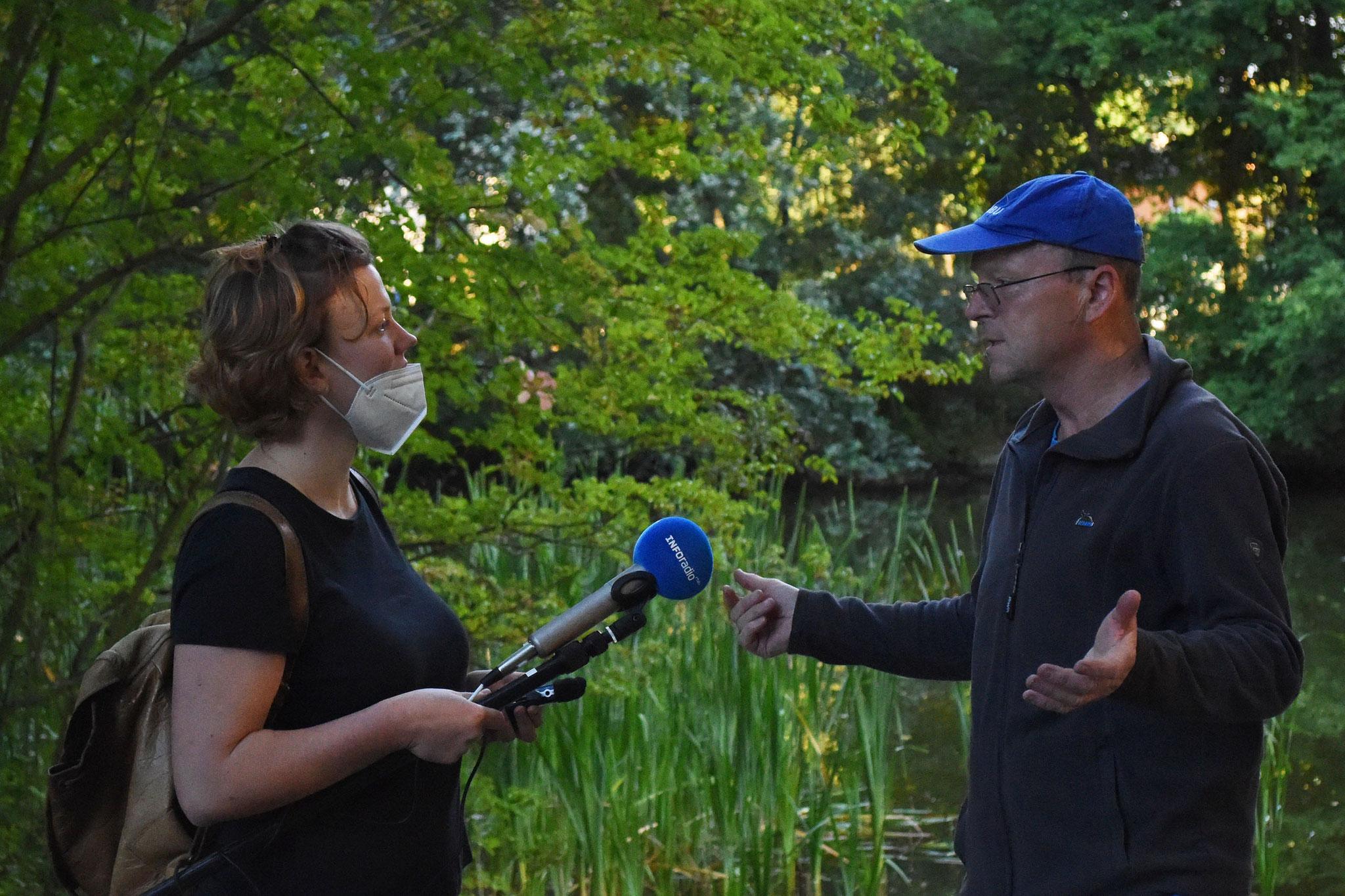 Interview für den rbb, Foto: H. Roth