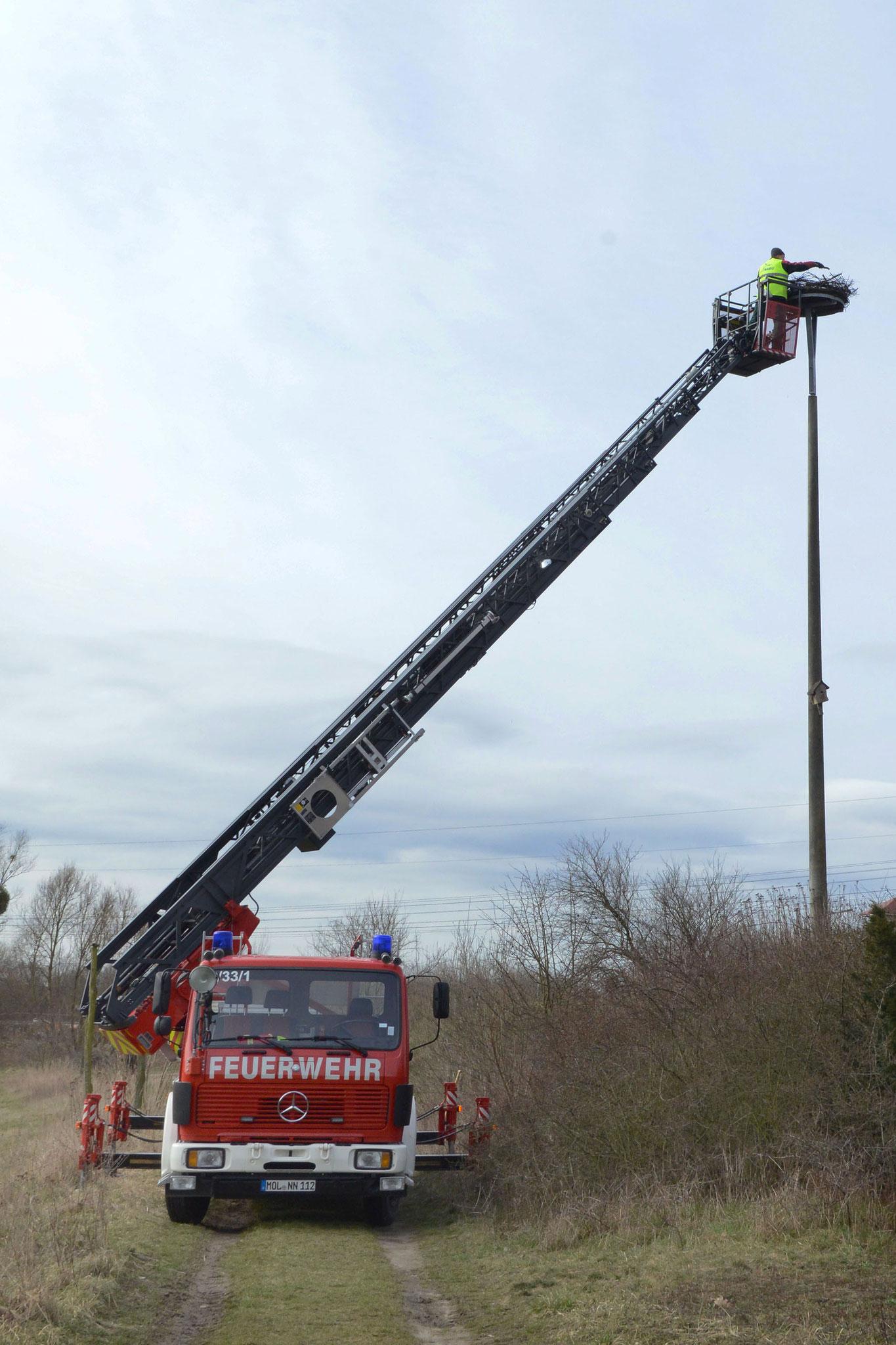 Unterstützung der Feuerwehr Foto: H. Roth