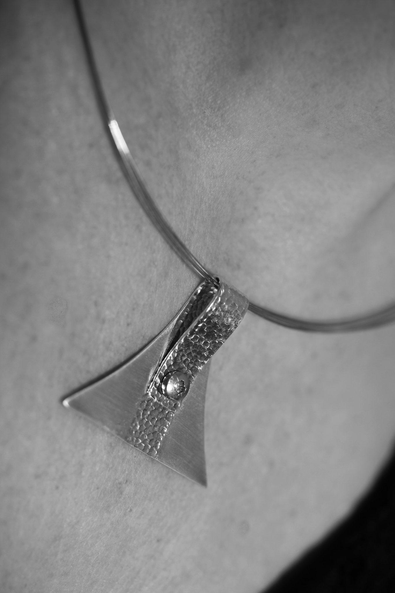 SL-Créations bijoux contemporains à Toulouse - Pendentif argent textures et vis