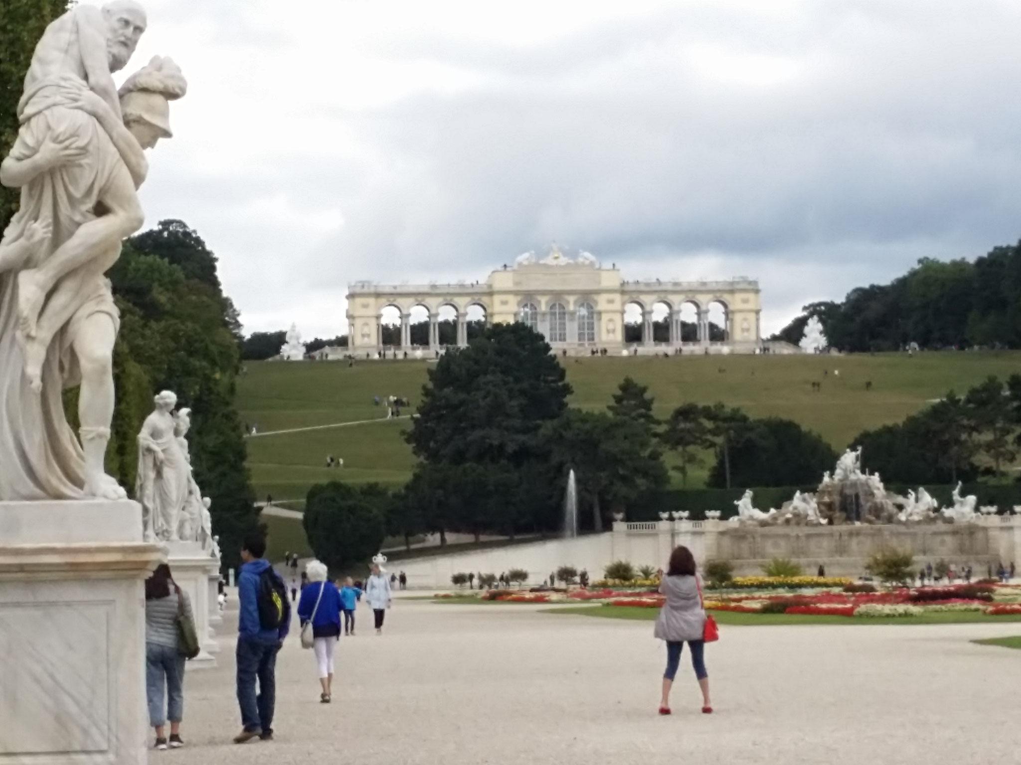 Trotz bedecktem Himmel ist Schönbrunn einen Ausflug wert