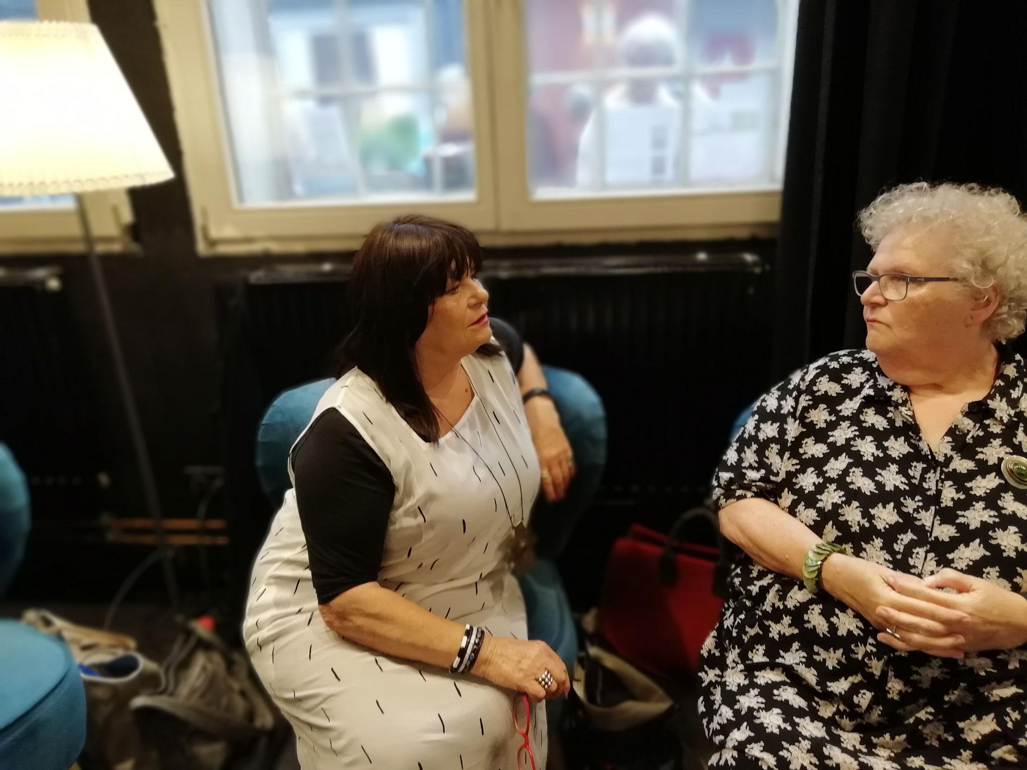 Ingalies K. Friebel und Lilian Grzesiak warten darauf, dass es losgeht ...
