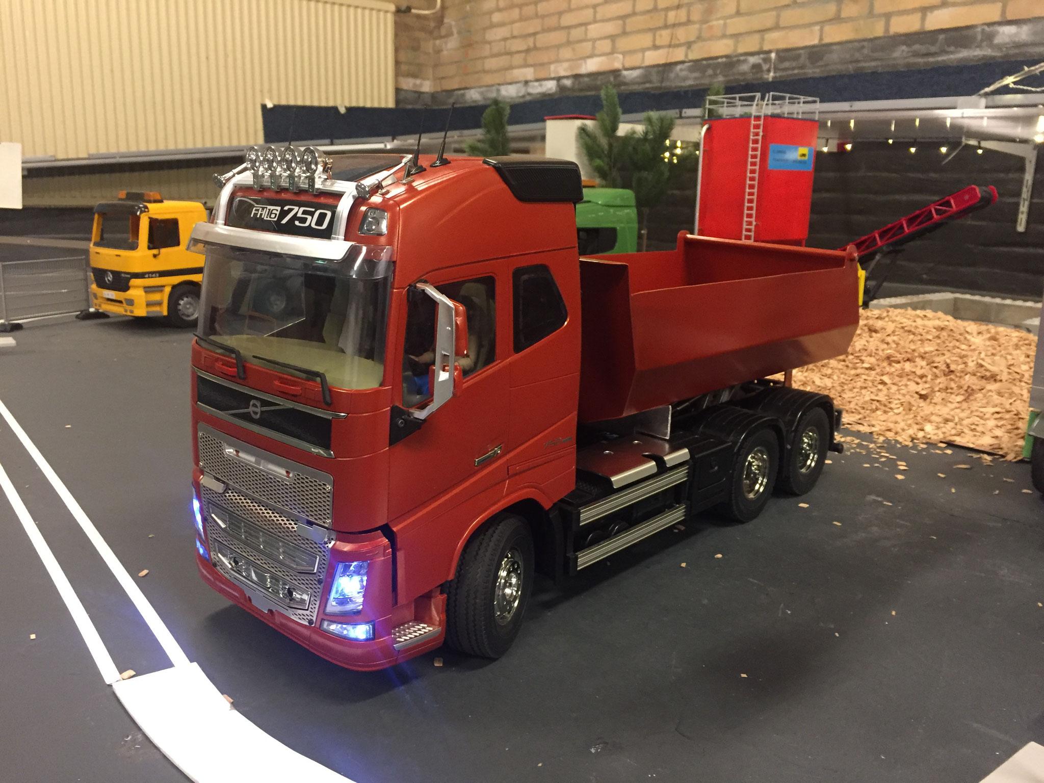 Volvo FH16 Globetrotter 750 6x4 custom Verkocht