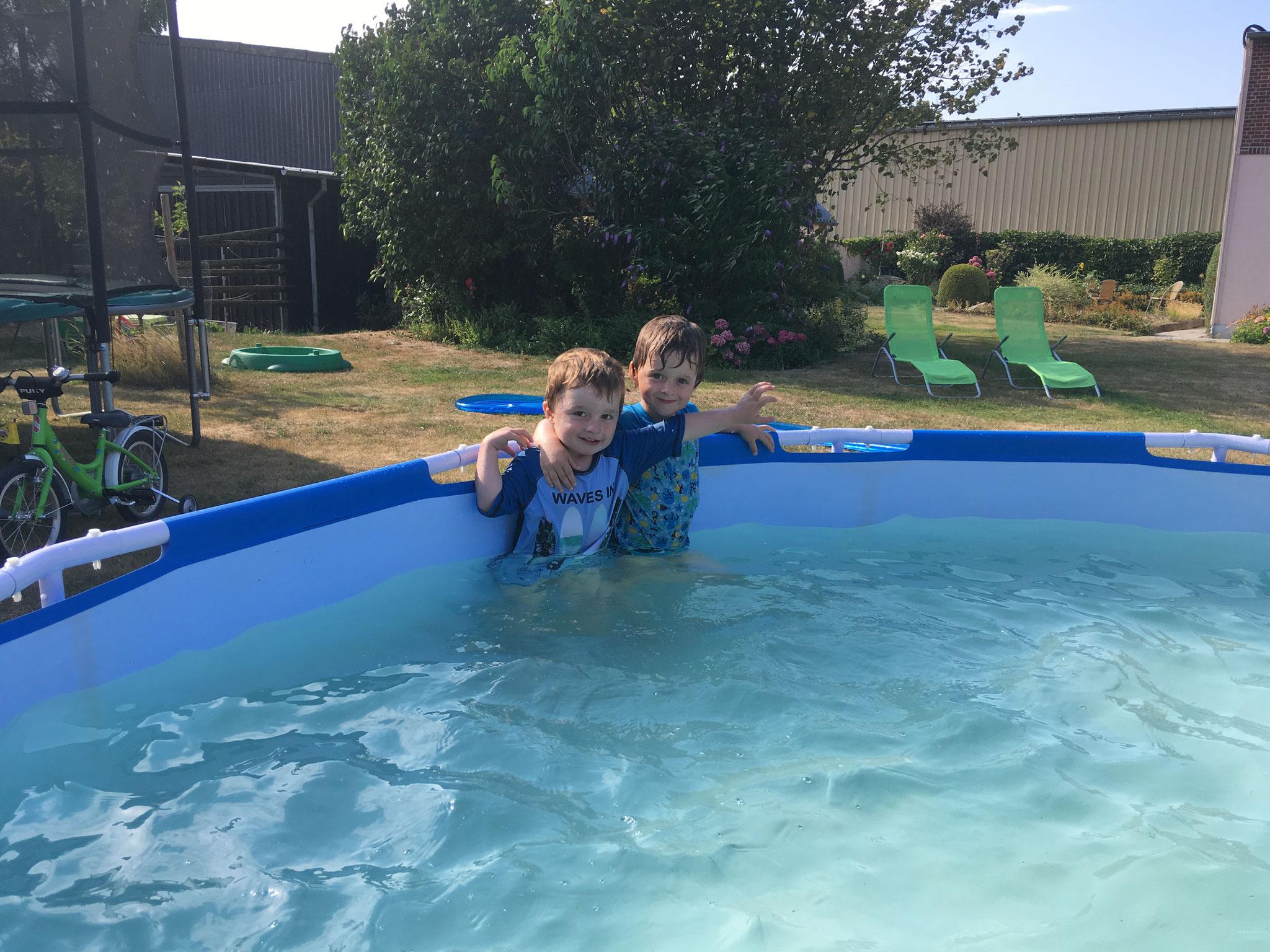 Eine erfrischende Abkühlung im Pool
