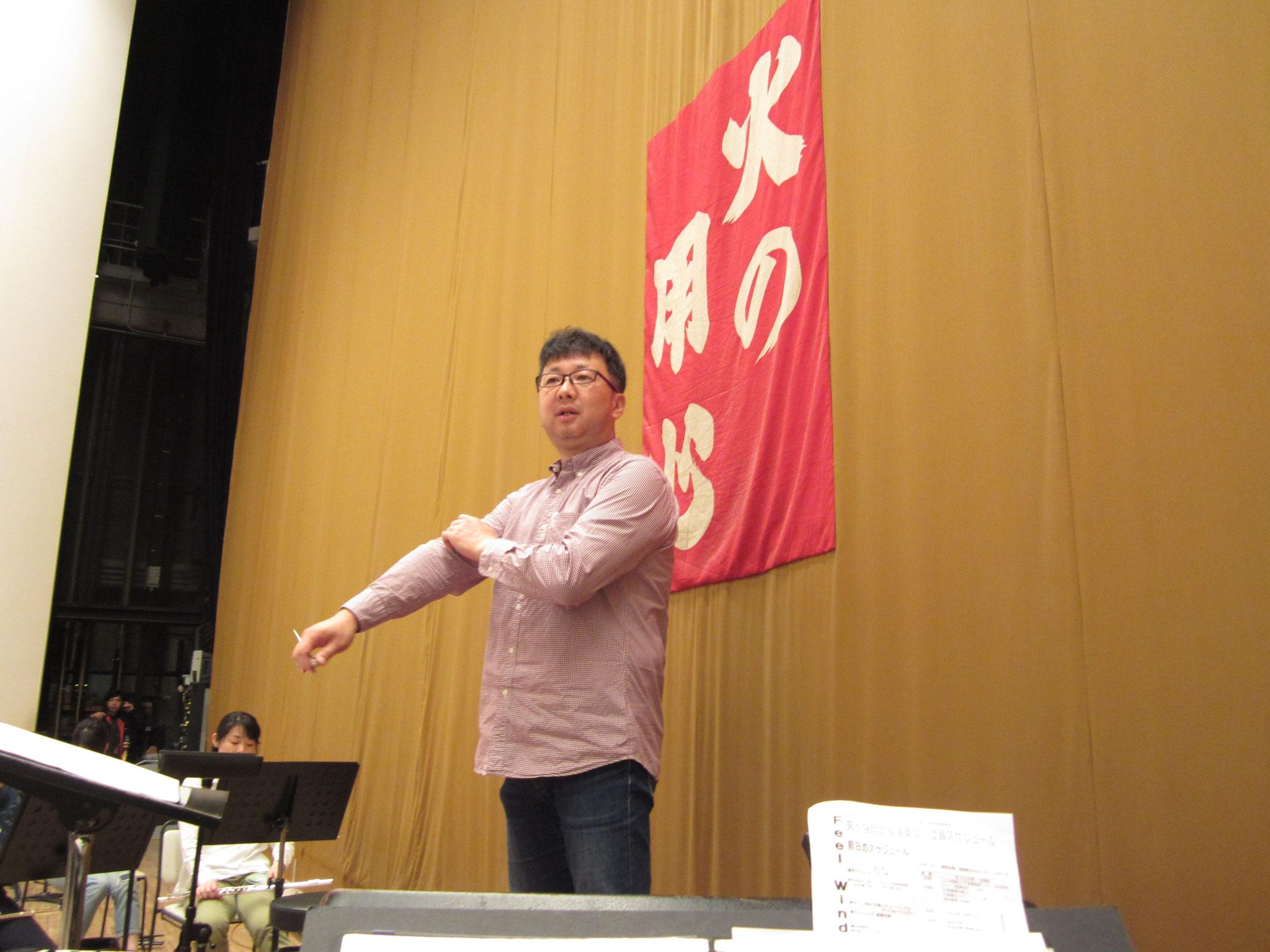 今回Ⅱ部の指揮者を務めるのはS戸T也氏。実はフィールの創設者(初代団長)でもあります。