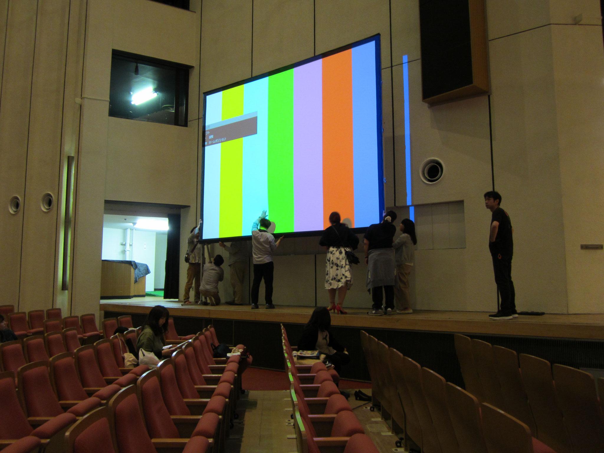 今回の演奏会では、このスクリーンを使ってお客様とともにフィールの20年間を振り返ります。