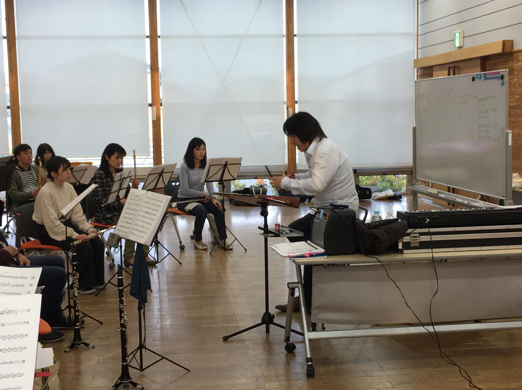 先生が目指す音楽に少しでも近づけるようにと、団員一人ひとり必死に練習に取り組んでいます。