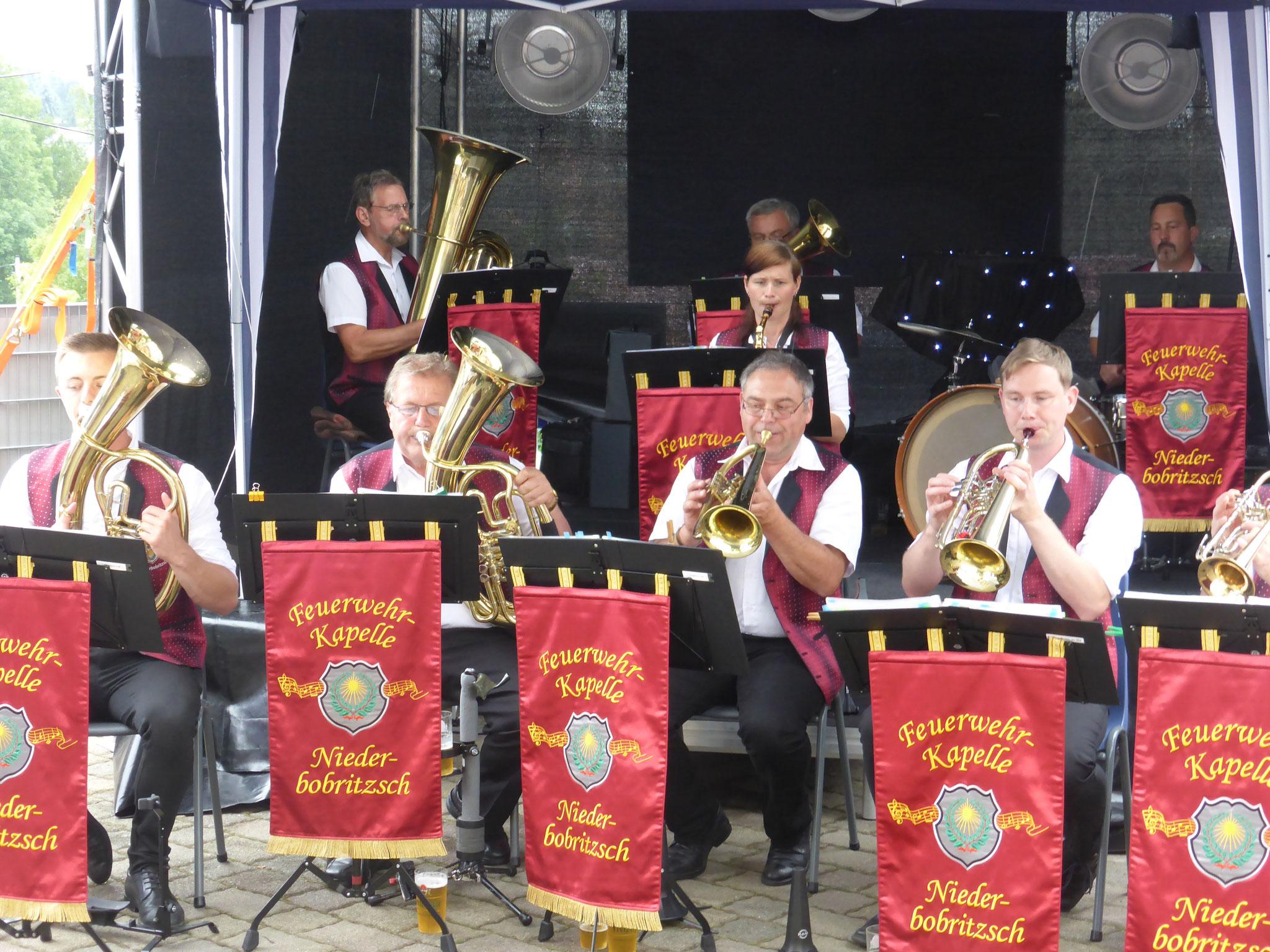 Bei Kaffee und Kuchen, (natürlich selbst gebacken!!), spielte die Feuerwehr-Kapelle Niederbobritzsch Böhmische Blasmusik und Polka auf.