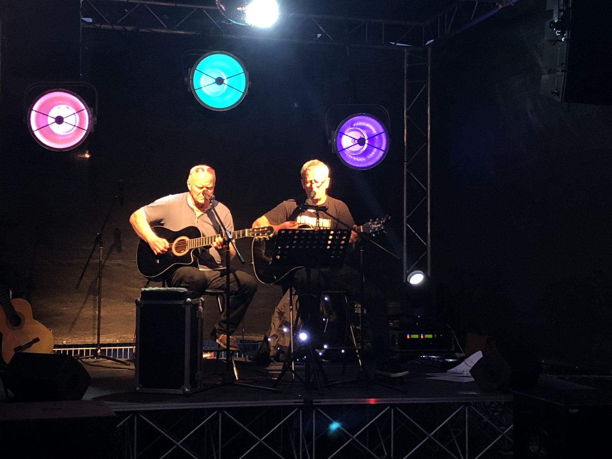 Live-Musik von Jochen & Gerd am Freitagabend und anschließender Disko mit Mario ließen den ersten Tag unseres Sommerstelldichein ausklingen.