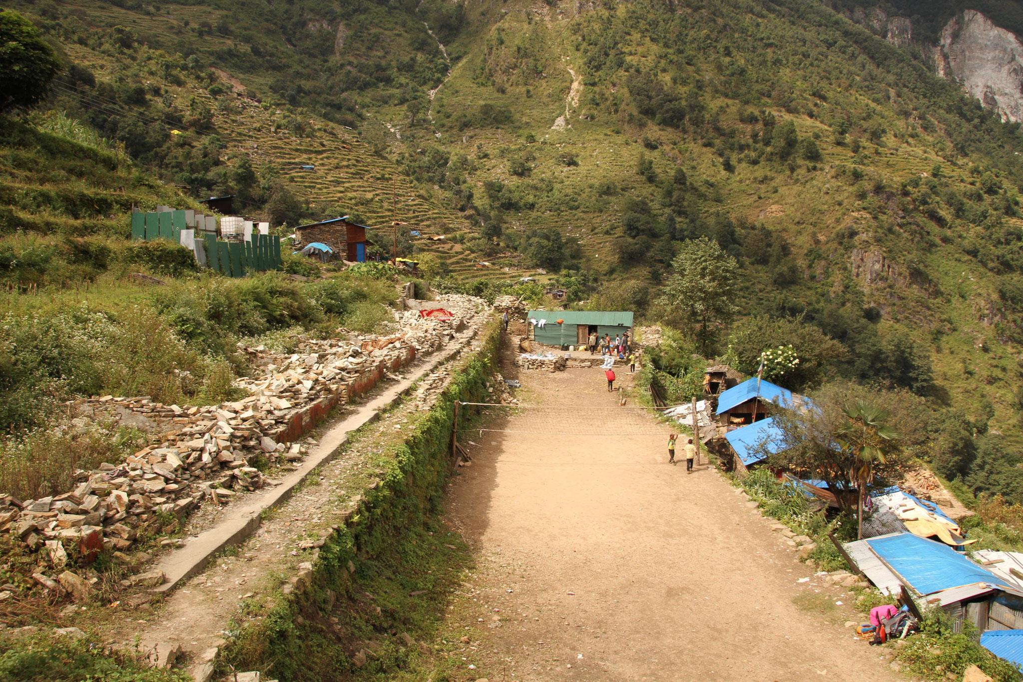 hier stand vor dem Erdbeben die Schule von Khorla