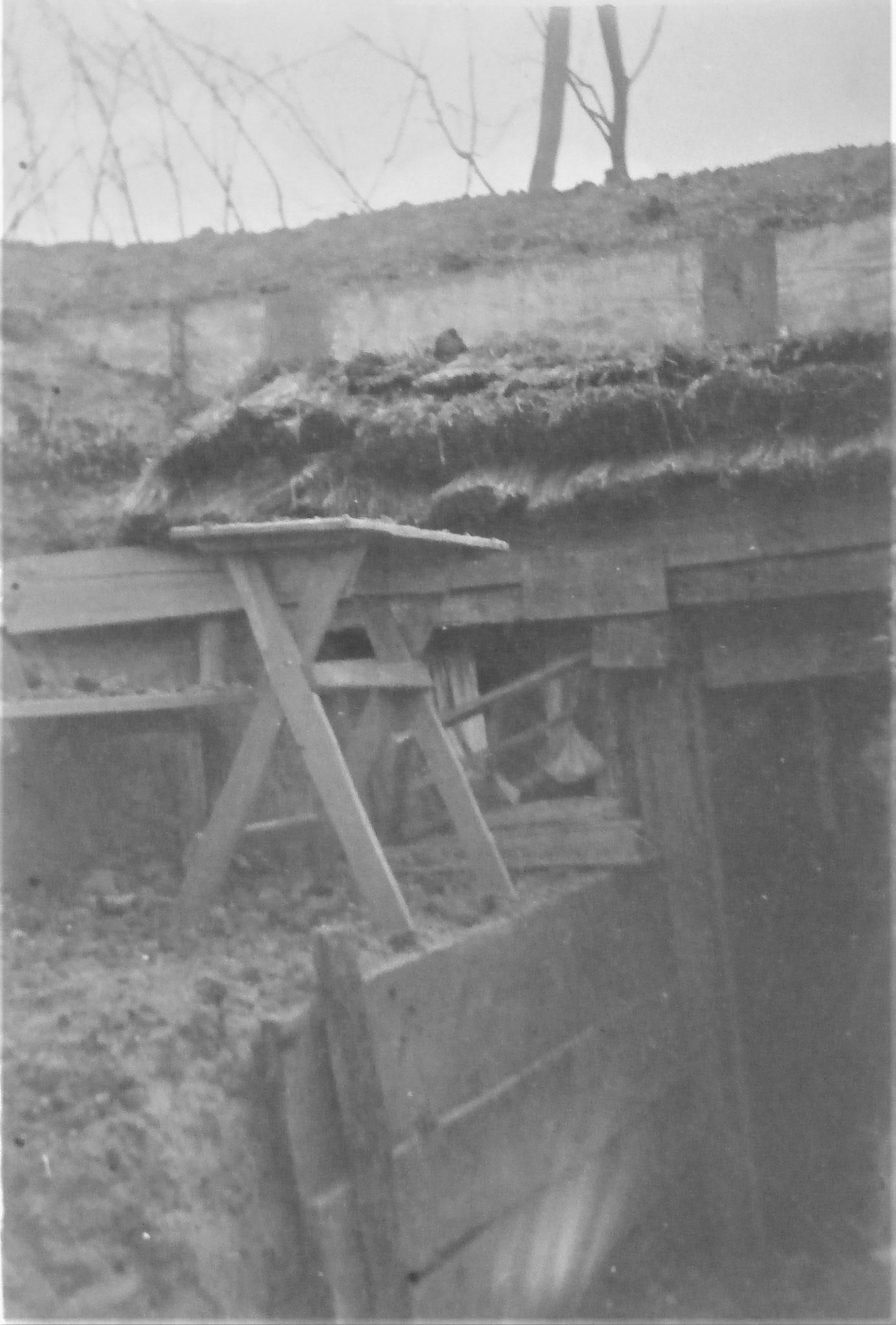 Wysocko Mai 1917. Meine Wohnung, nachdem daneben eine 18 cm Granate geplatzt ist.
