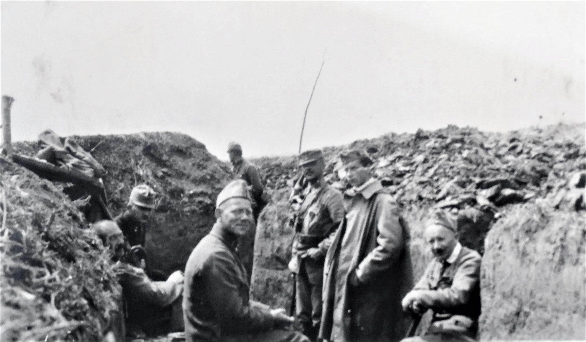 Stellung 4 km südöstlich. von Tlumacz, ich, Kloucek, Plank, Offiziersdiener Jerina, - Ofenheimer, der VO der RAD 6, Uram.