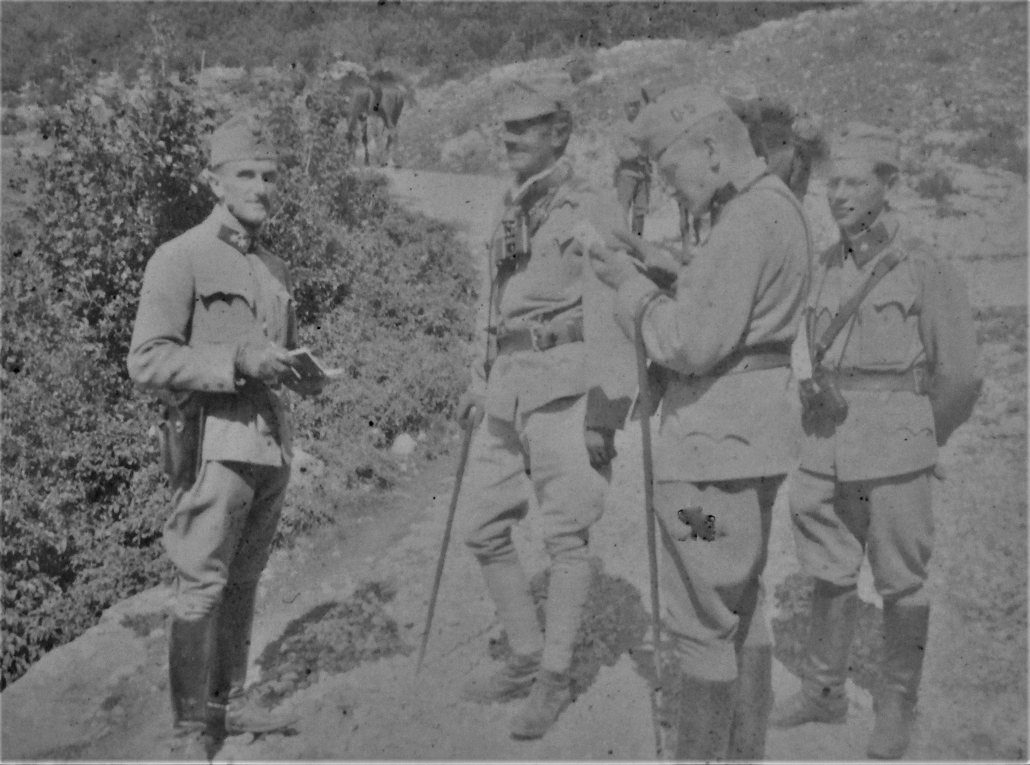 Visitierung durch Obstlt Br. Airoldi: Messerschmidt (Rgtsadjut.), Airoldi (Int-Rgtskmdt), ich, Lt. i. d. Res. Johann Plank (ZgKmdt).