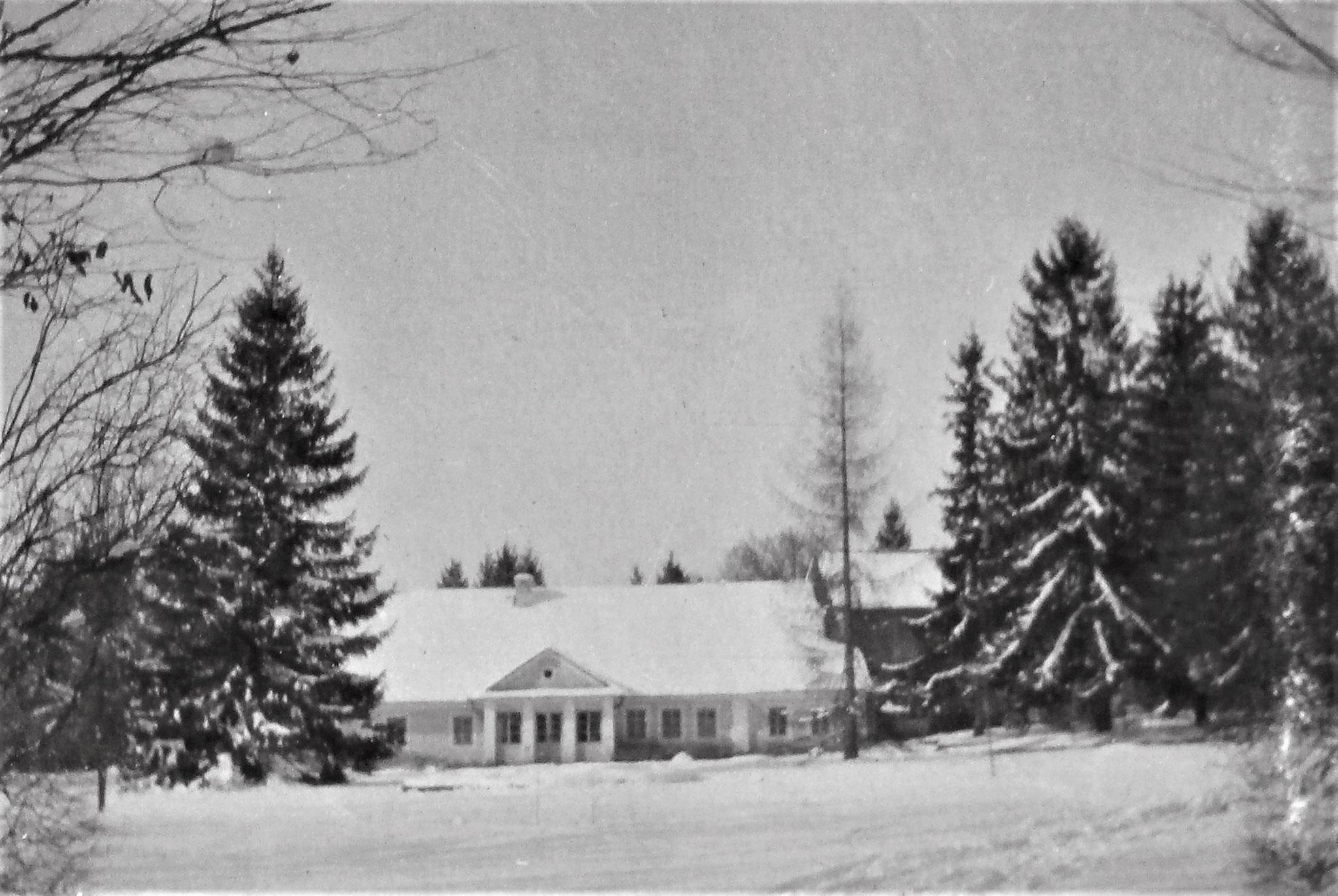 Das Herrenhaus – vordere Front.