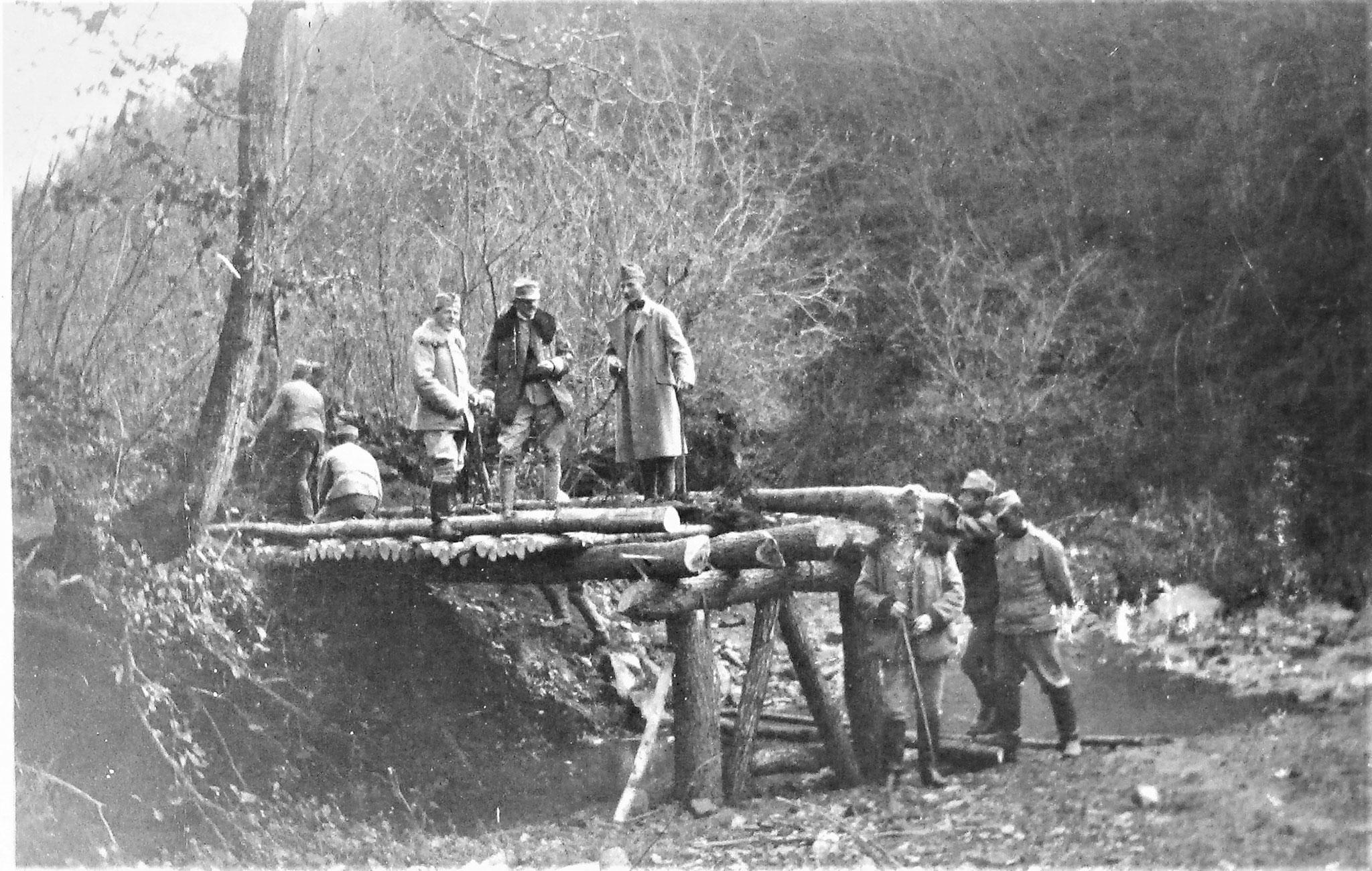 Eine solche in Bau; darauf Plank, Airoldi u. Penka.