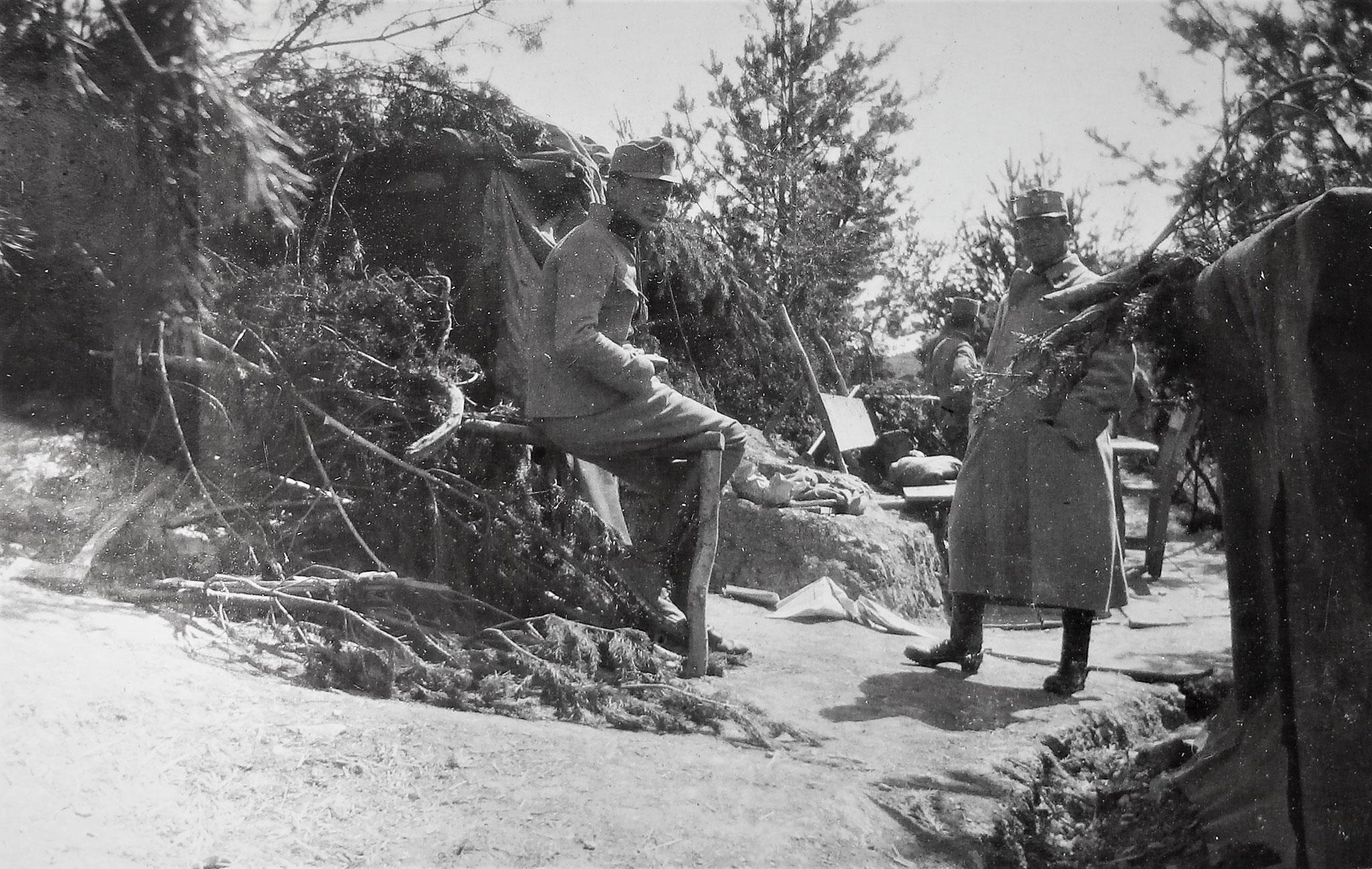 Links Lt. Schindler, rechts Fähnrich Friedrich Gartenauer (Offiziere der Battr.).