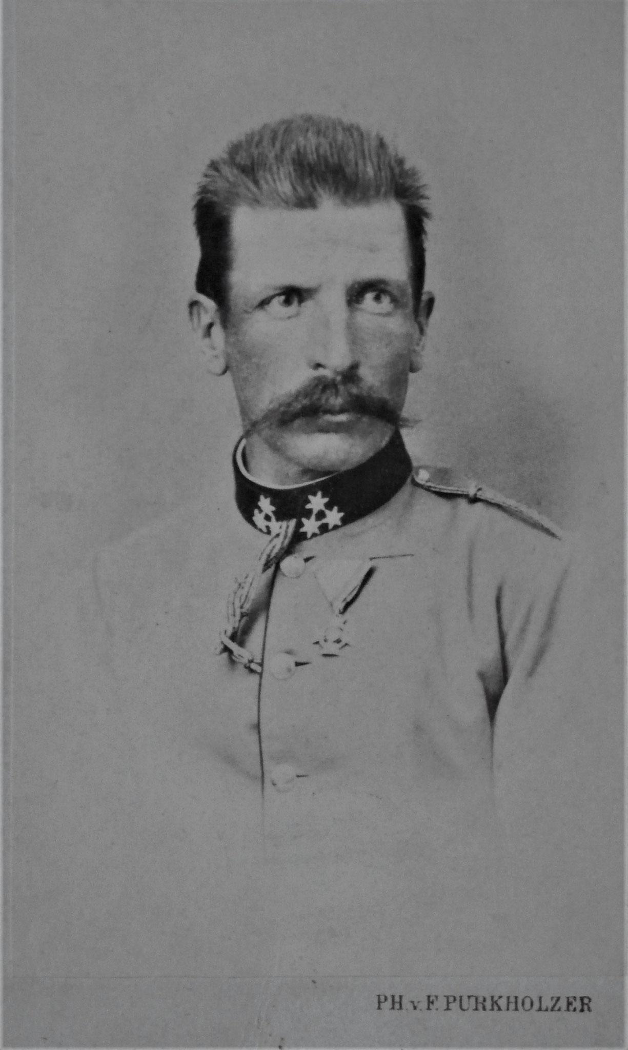 Edmund als Rittmeister des Dragoner Rgts Nr. 5 zwischen 1867 - 1869.