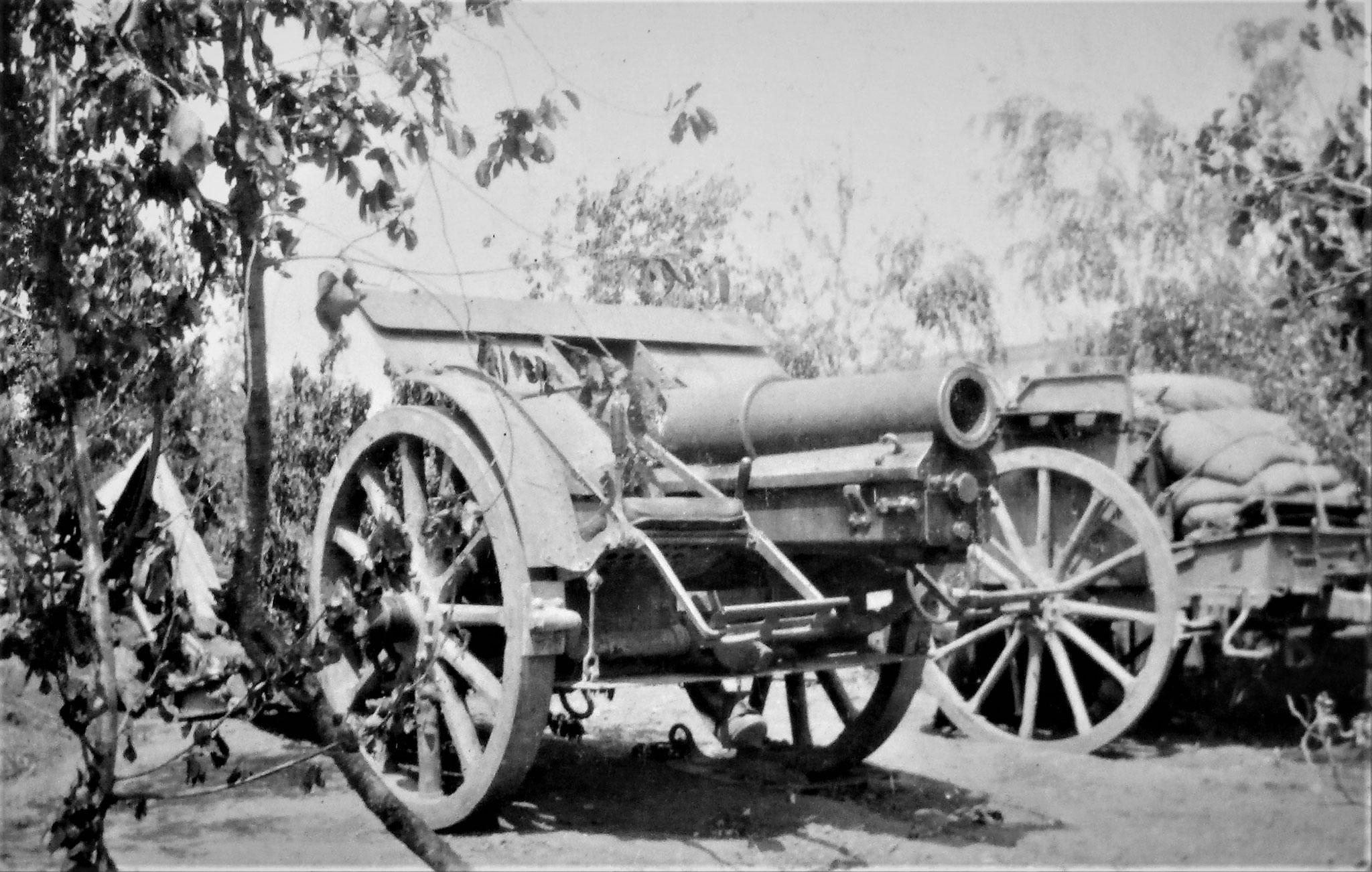 15 cm Haubitze M 14 mit Mun.- Hinterwagen, nordöstl. des Ortes am  Potoczyskabach.