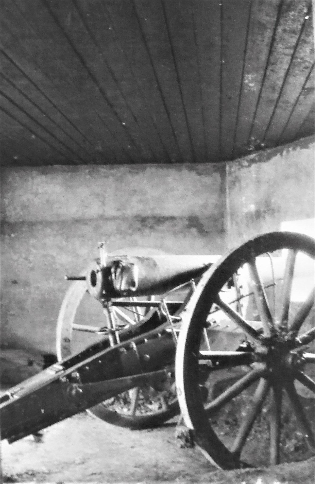 2. Sturmabwehrgeschütz (9 cm Feldkanone M 75/96) in betoniertem Unterstand.