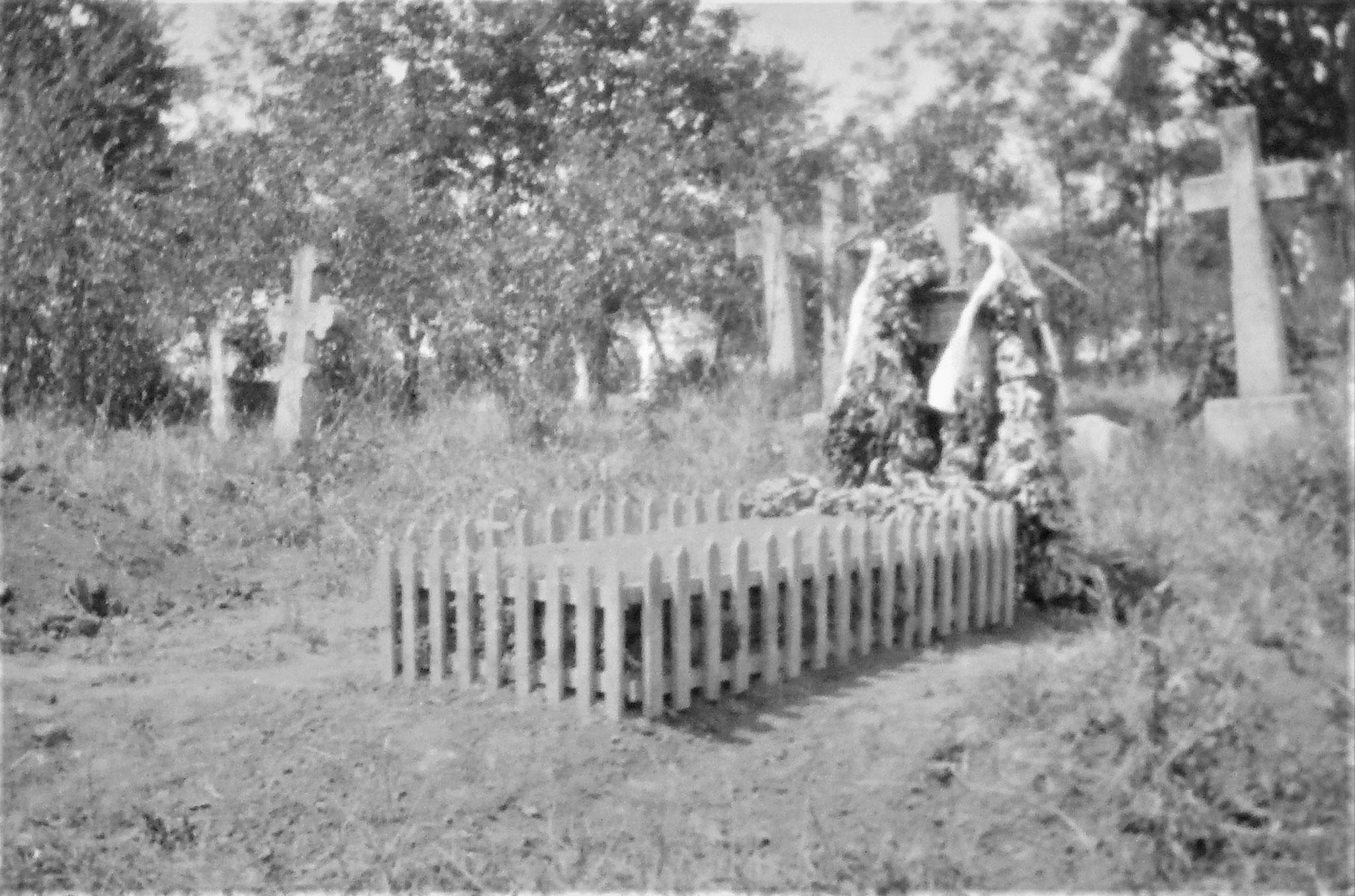 Grab des auf Fwache 7 o. 8 gefallenen Kpl Thurner am Friedhof von Potoczyska.