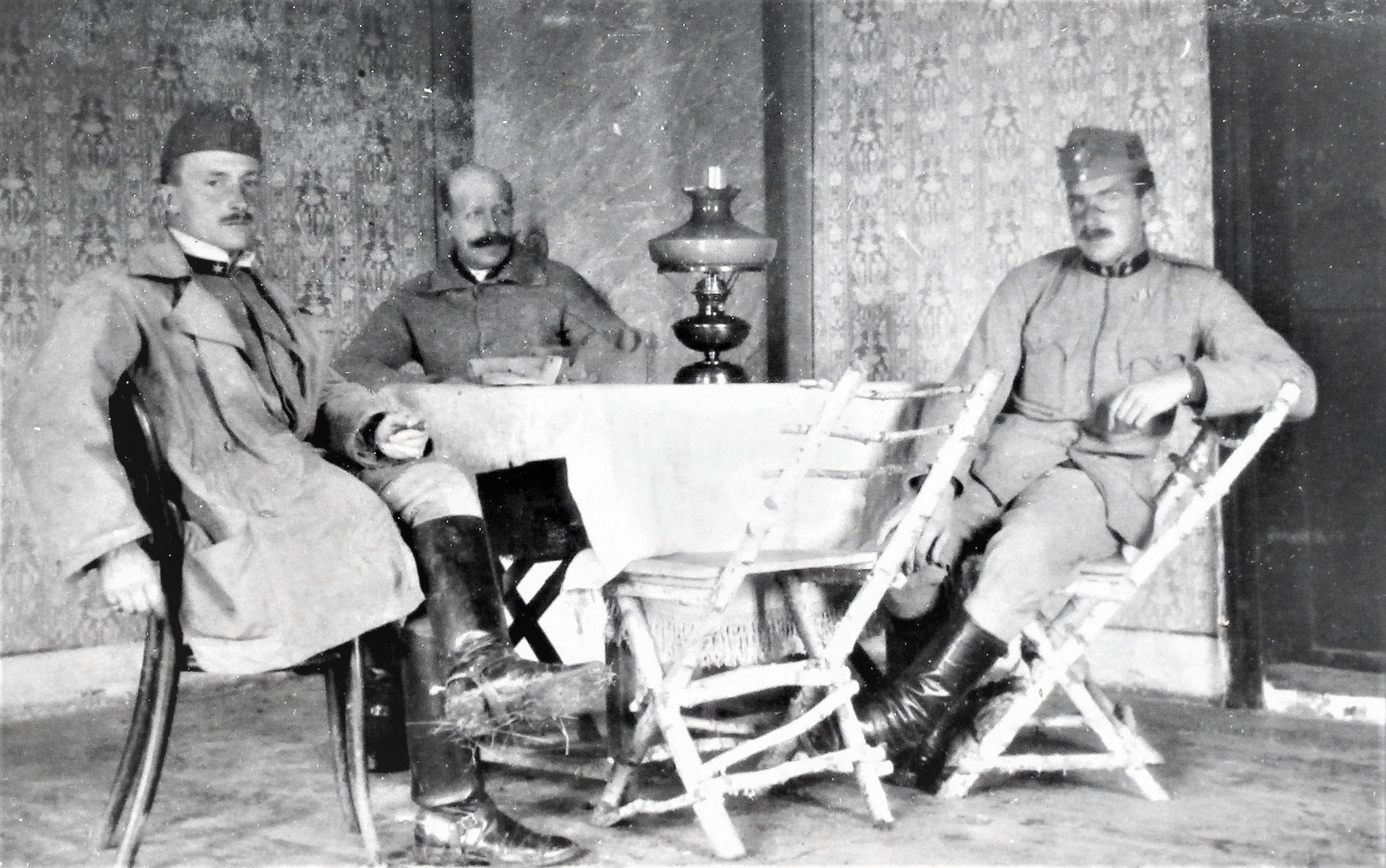 Speisezimmer; Zenone, Kriegsfreiw. Alfred Ritt. Pfersmann v. Eichthal (früher Rtm bei HR 15, gefallen 1916), Sulkowski.