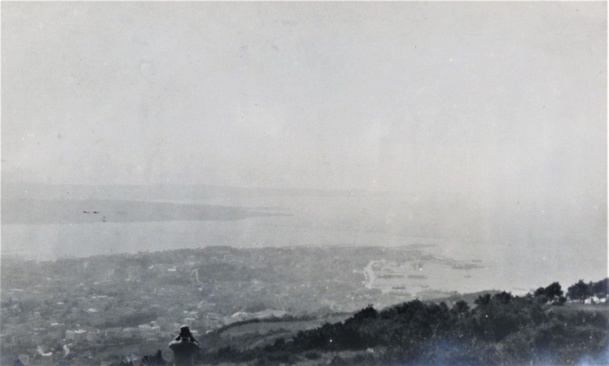 Golf von Triest, dahinter Capo d'Istria u. Isola, ganz rückwärts die Bucht Pirano, am Horizont Cap Salvore