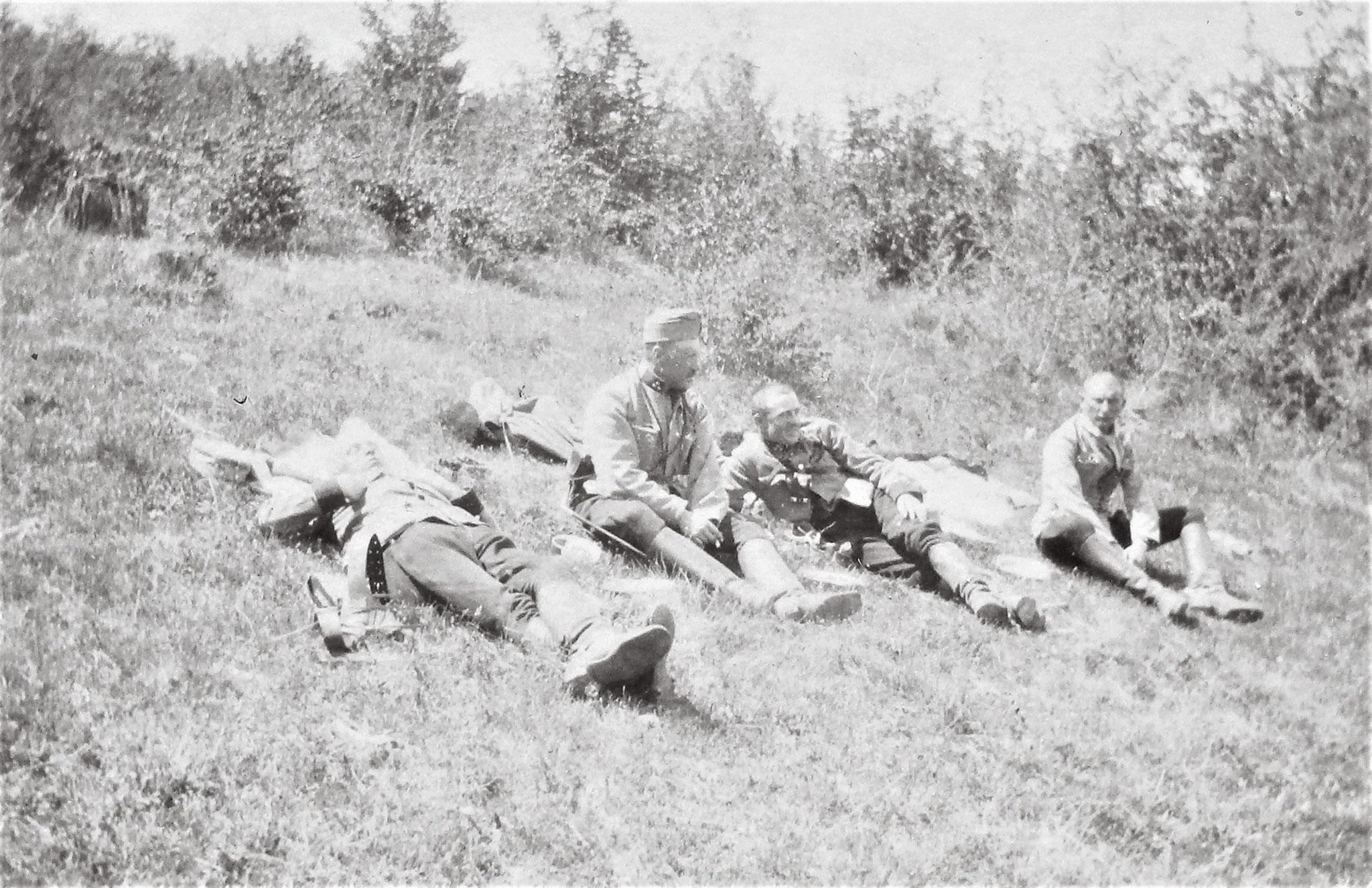 Lt Gerhard Cornides, Morawetz, Rtm Otto v. Gariboldi u. Lt Franz Penka (alle 1. Esk).