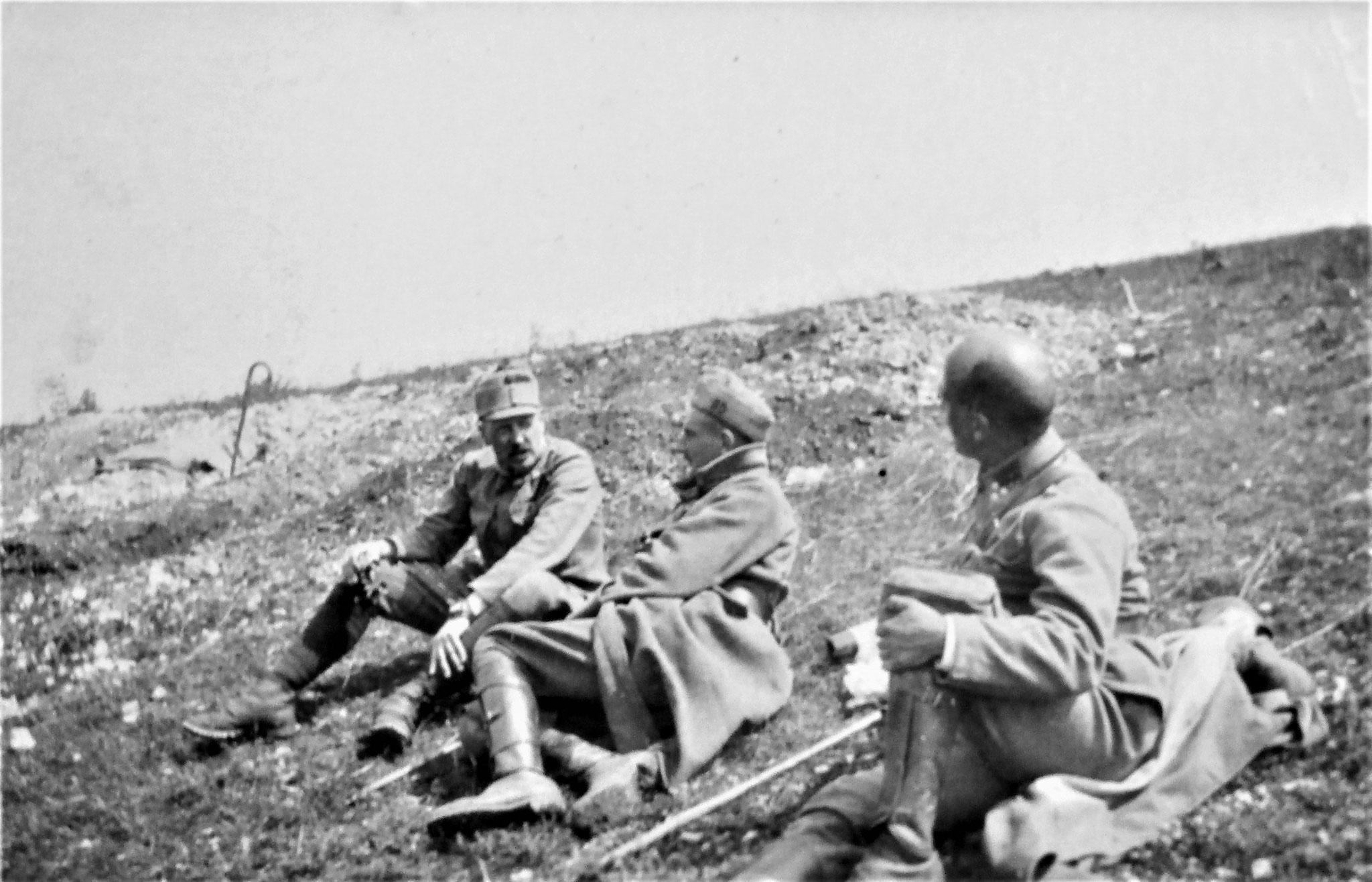 Hauptpostenkommando oberhalb des Reservezugs: ich, Penka, Ofenheimer.