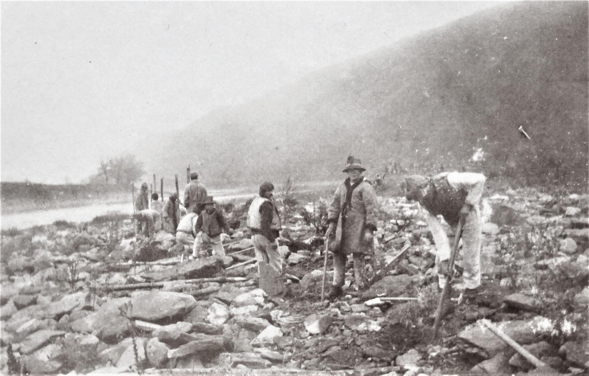 Bau einer Drahtzone östlich der Legmündung.