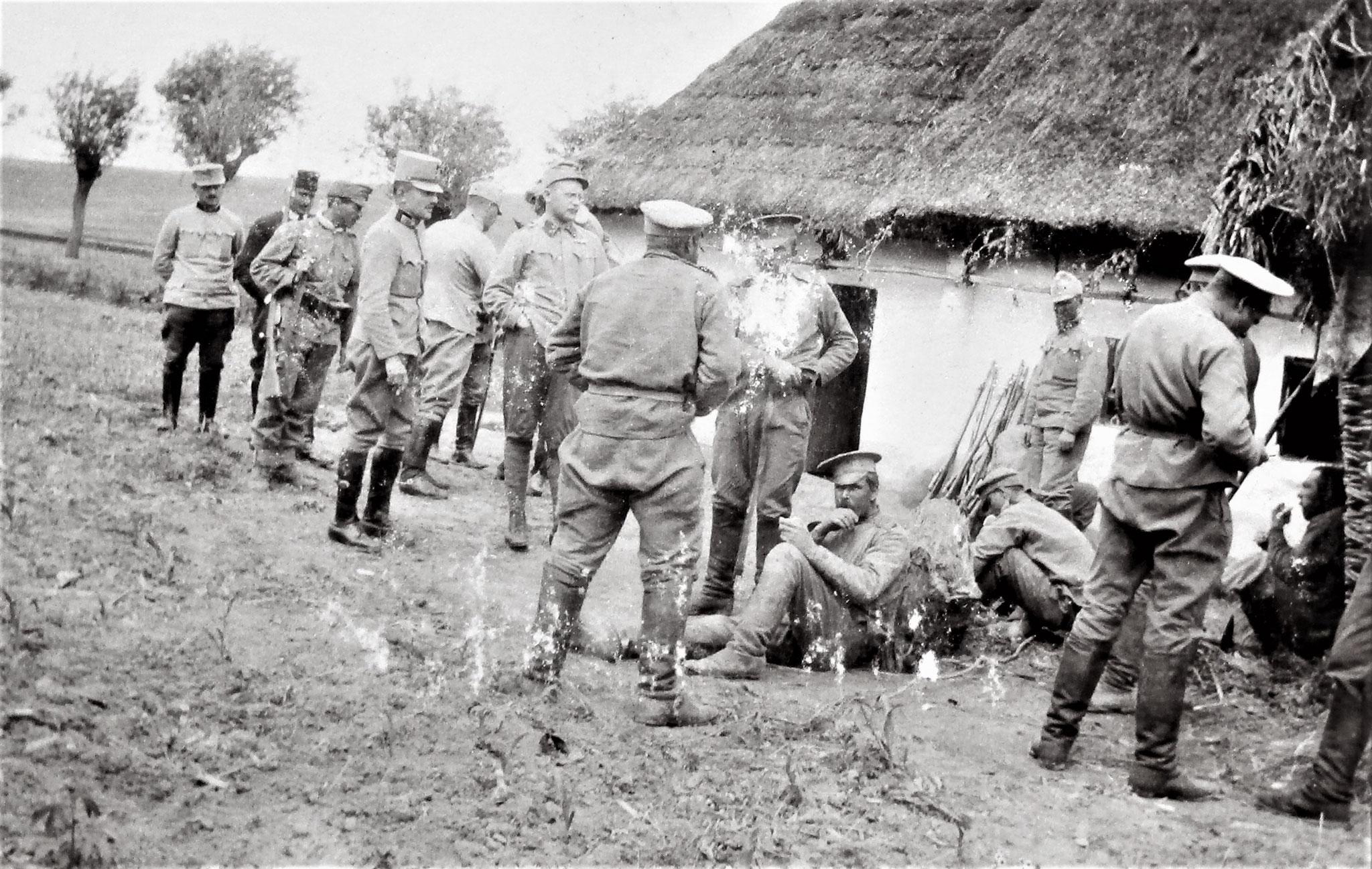 Moll mit gefangenen Russen, ebendort.
