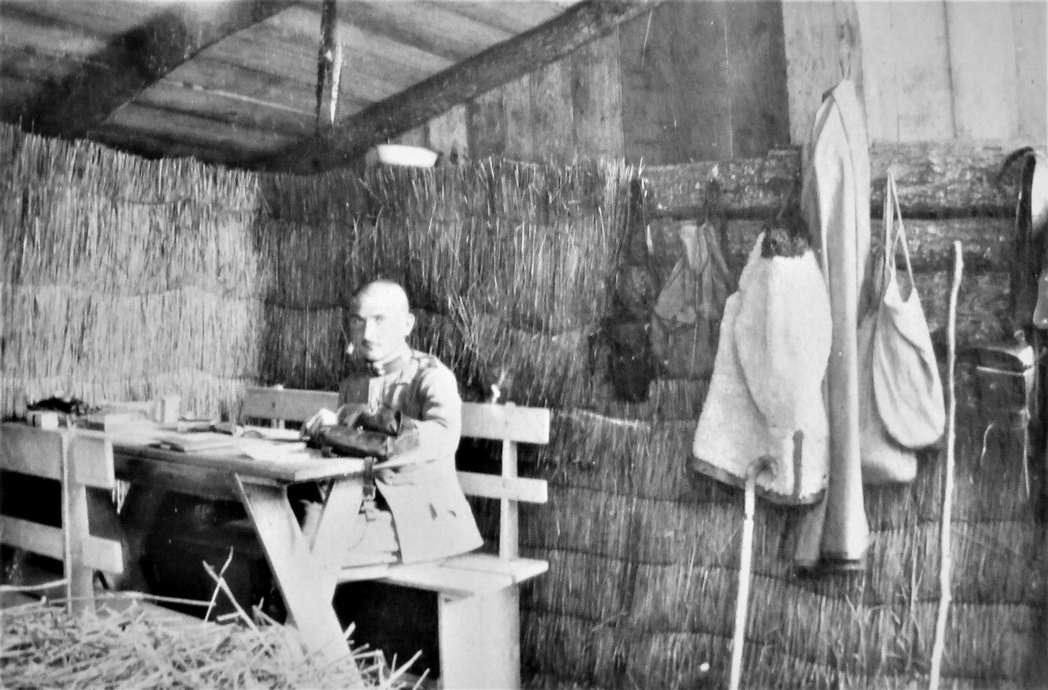 Penka im Offz-Unterstand der 1. Esk. Dnjestr nördl. Potoczyska 12. August 1915.