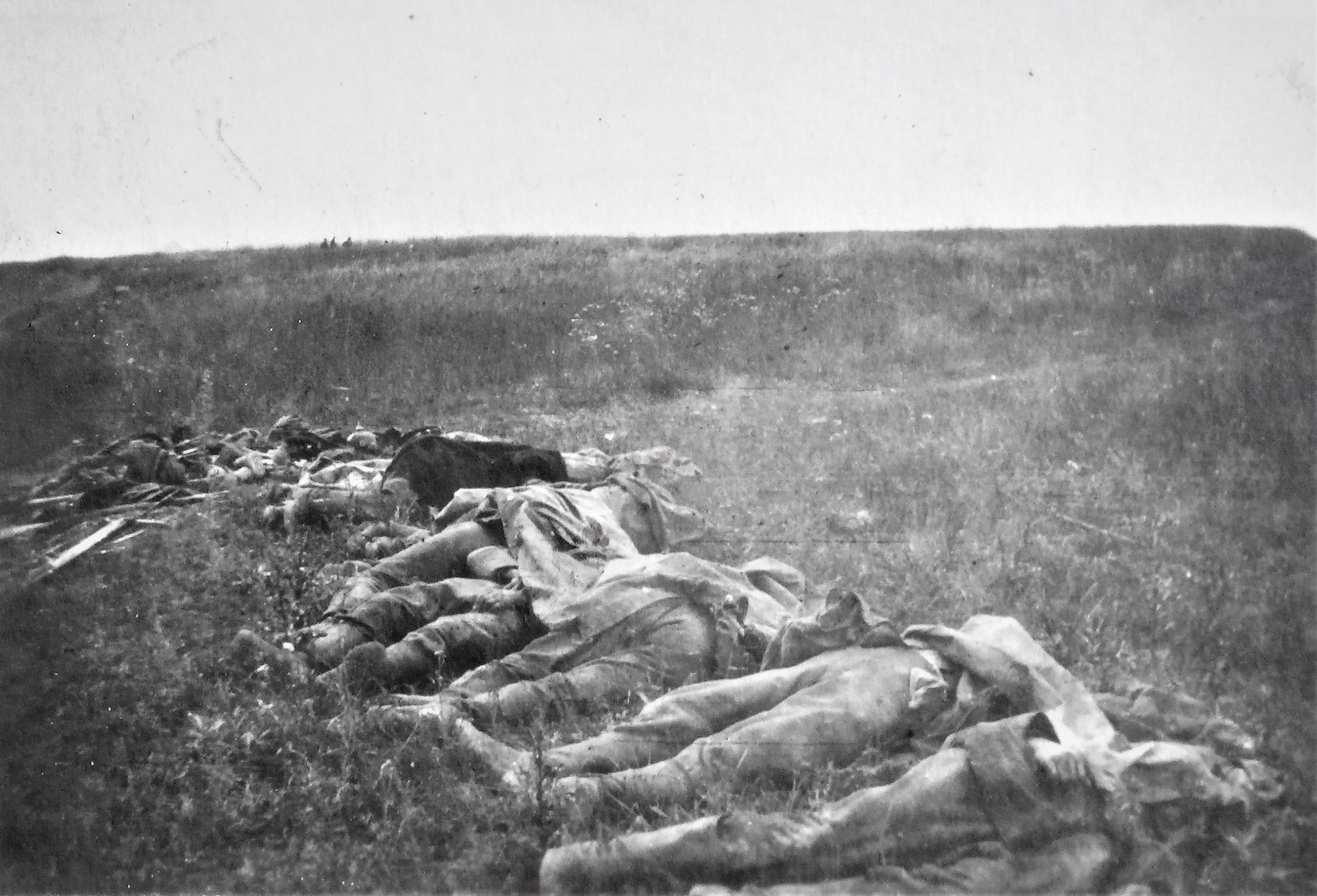 In unserm Angriffsraum gefallene Deutsche und Russen.