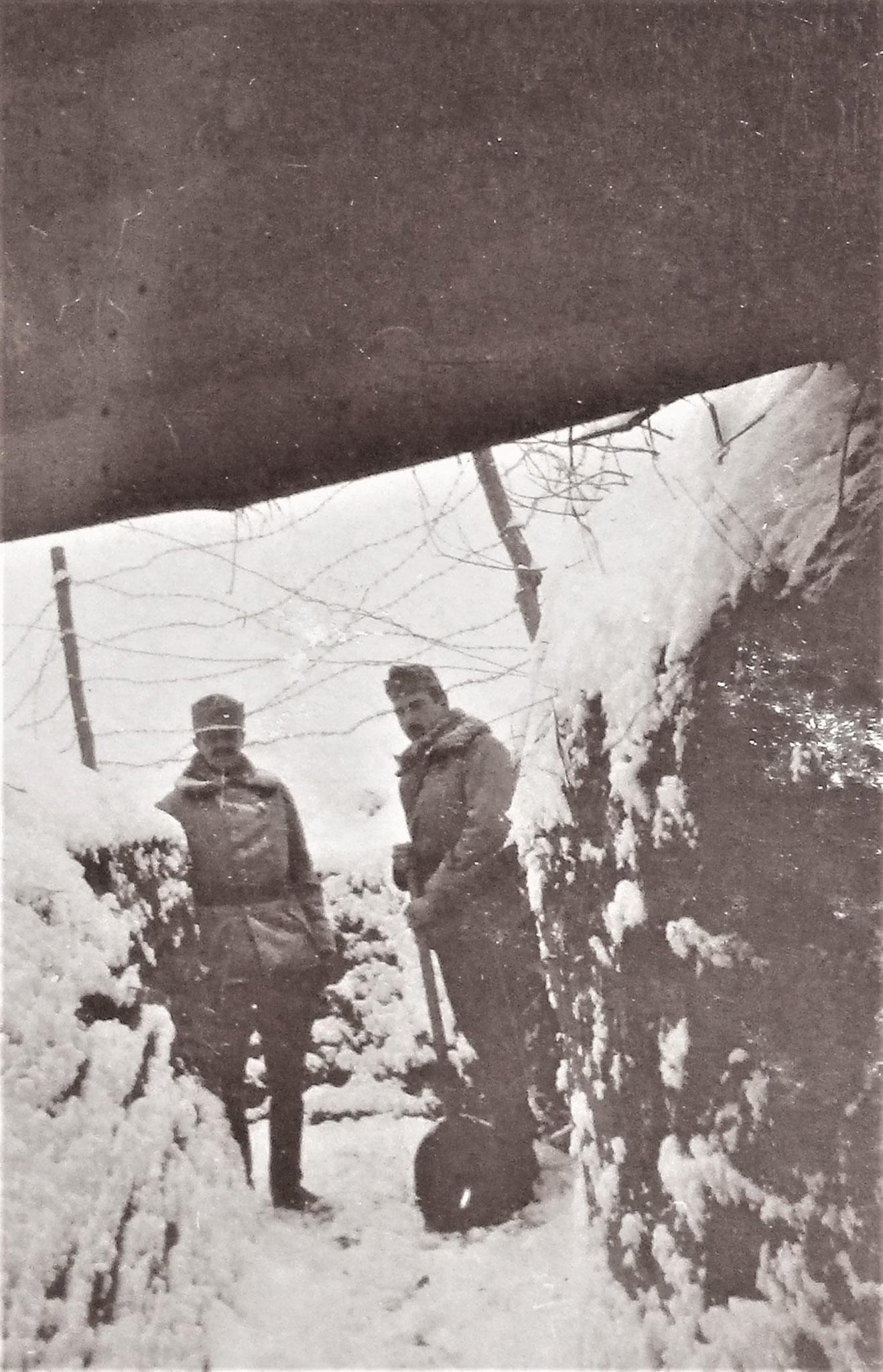 Bei Brücke der Zufahrtstrasse, unter der eine Falltür mit bestreichenden Schützenstand angebracht.war.