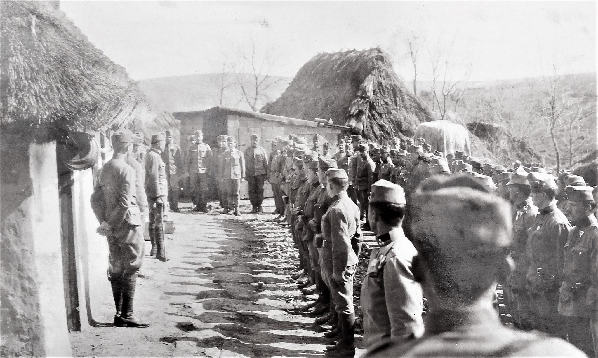 Dekorierung von 19 Mann der Fuss-Esk
